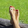 Простой уход за кожей рук и ног
