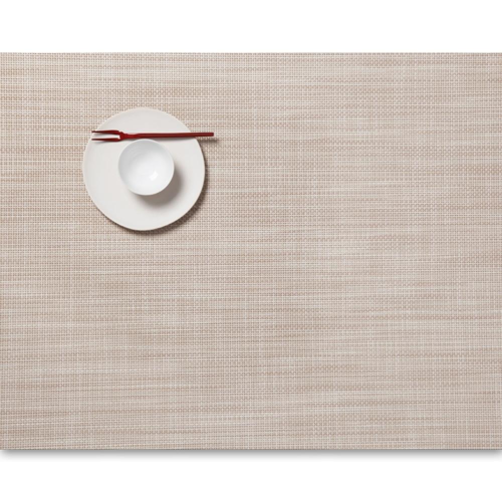 Салфетка подстановочная, жаккардовое плетение, винил, (36х48) Parchment (100132-016) CHILEWICH Mini Basketweave арт. 0025-MNBK-PARCСервировка стола<br>Салфетки и подставки для посуды от американского дизайнера Сэнди Чилевич, выполнены из виниловых нитей — современного материала, позволяющего создавать оригинальные текстуры изделий без ущерба для их долговечности. Возможно, именно в этом кроется главный секрет популярности этих стильных салфеток.<br>Впрочем, это не мешает подставочным салфеткам Chilewich оставаться достаточно демократичными, для того чтобы занять своё место и на вашем столе. Вашему вниманию предлагается широкий выбор вариантов дизайна спокойных тонов, способного органично вписаться практически в любой интерьер.<br><br>длина (см):48материал:винилпредметов в наборе (штук):1страна:СШАширина (см):36.0<br>Официальный продавец CHILEWICH<br>