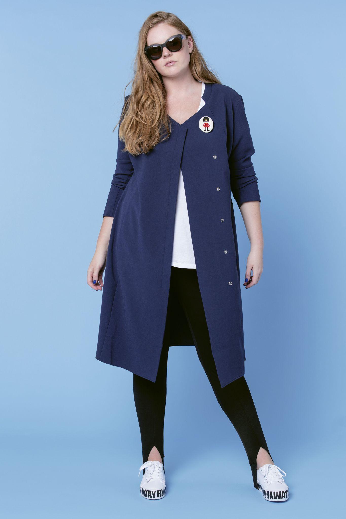 Платье BASE-03 DR03 CO20ФИНАЛЬНАЯ РАСПРОДАЖА<br>Да, вы не ошиблись- это то самое платье-пальто! Оно полностью перевернет Ваше представление о правильном гардеробе. Комфортное и практичное, сильное, модное, легкое и фантастически функциональное - его можно носить как самостоятельно, так и в качестве летнего пальто. Удобные застежки и ассиметрия, дизайнерские линии ворота- это платье-пальто просто идеально.<br>
