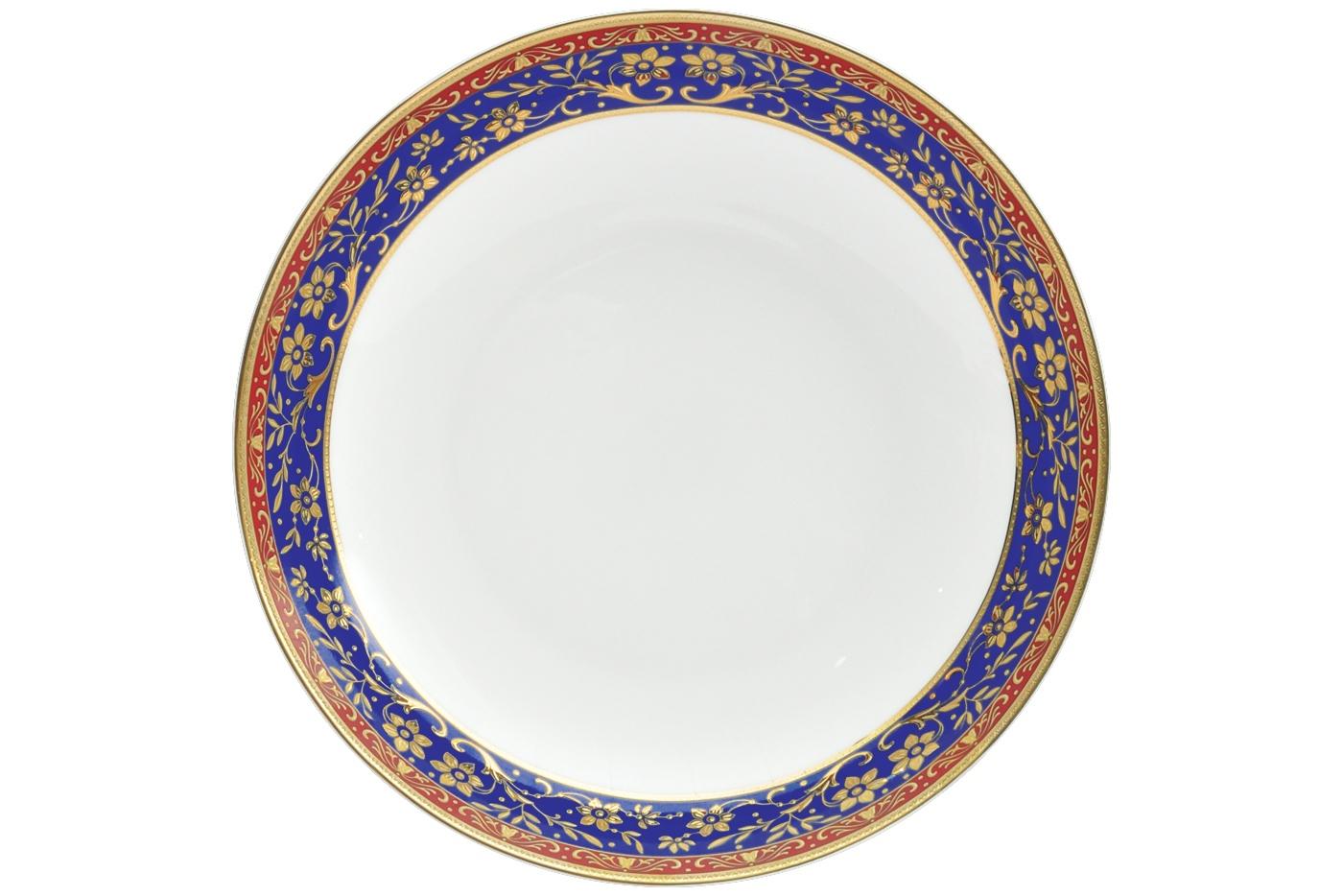 Набор из 6 тарелок суповых Royal Aurel Кобальт (20см) арт.720Наборы тарелок<br>Набор из 6 тарелок суповых Royal Aurel Кобальт (20см) арт.720<br>Производить посуду из фарфора начали в Китае на стыке 6-7 веков. Неустанно совершенствуя и селективно отбирая сырье для производства посуды из фарфора, мастерам удалось добиться выдающихся характеристик фарфора: белизны и тонкостенности. В XV веке появился особый интерес к китайской фарфоровой посуде, так как в это время Европе возникла мода на самобытные китайские вещи. Роскошный китайский фарфор являлся изыском и был в новинку, поэтому он выступал в качестве подарка королям, а также знатным людям. Такой дорогой подарок был очень престижен и по праву являлся элитной посудой. Как известно из многочисленных исторических документов, в Европе китайские изделия из фарфора ценились практически как золото. <br>Проверка изделий из костяного фарфора на подлинность <br>По сравнению с производством других видов фарфора процесс производства изделий из настоящего костяного фарфора сложен и весьма длителен. Посуда из изящного фарфора - это элитная посуда, которая всегда ассоциируется с богатством, величием и благородством. Несмотря на небольшую толщину, фарфоровая посуда - это очень прочное изделие. Для демонстрации плотности и прочности фарфора можно легко коснуться предметов посуды из фарфора деревянной палочкой, и тогда мы услушим характерный металлический звон. В составе фарфоровой посуды присутствует костяная зола, благодаря чему она может быть намного тоньше (не более 2,5 мм) и легче твердого или мягкого фарфора. Безупречная белизна - ключевой признак отличия такого фарфора от других. Цвет обычного фарфора сероватый или ближе к голубоватому, а костяной фарфор будет всегда будет молочно-белого цвета. Характерная и немаловажная деталь - это невесомая прозрачность изделий из фарфора такая, что сквозь него проходит свет.<br>