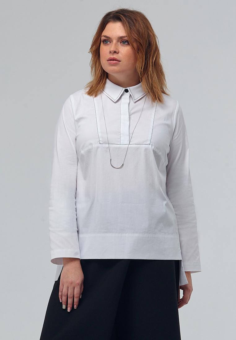Блузка W11 В04 40Хиты продаж<br>Архитектурный крой, прямой силуэт, кокетка, удлиненная спинка с заложенными складками, планка и отложной воротничок – каждая деталь на своем месте и в согласии с остальными… Это – идеальная белая блузка. Демократичная и респектабельная, женственная и строгая, универсальная для любых сочетаний, одинаково хороша и со строгими юбками, и с джинсами из наших коллекций.Рост модели на фото 176 см, размер 52 (российский).<br>