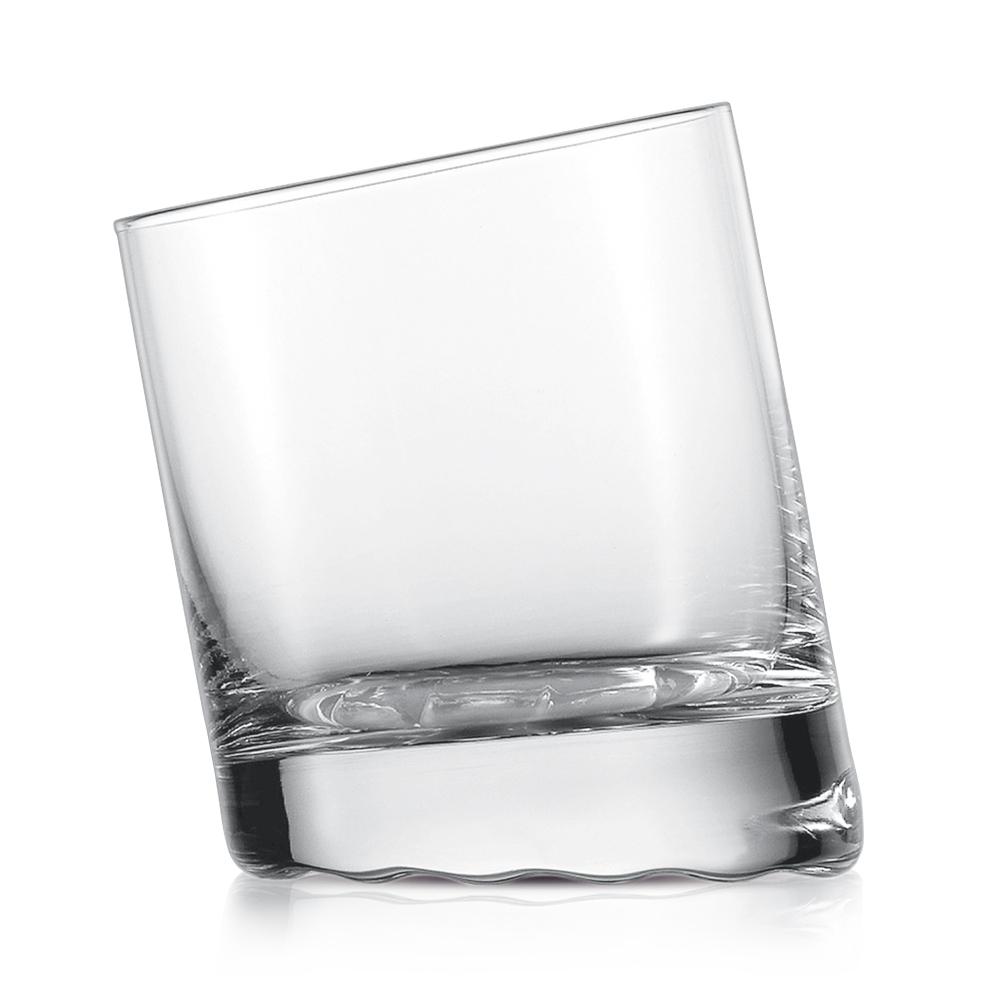 Набор из 6 стаканов для виски 325 мл SCHOTT ZWIESEL 10 Grad арт. 145 063-6Бокалы и стаканы<br>Набор из 6 стаканов для виски 325 мл SCHOTT ZWIESEL 10 Grad арт. 145 063-7<br><br>вид упаковки: подарочнаявысота (см): 9.8диаметр (см): 8.0материал: хрустальное стеклоназначение: для вискиобъем (мл): 325предметов в наборе (штук): 6страна: Германия<br>Для любителей обычных вещей в необычном исполнении высокие хрустальные стаканы, стопки и бокалы со скошенными краями — настоящая находка. Изящный наклон стаканов серии 10 Grad не только добавляет креатива в сервировку стола, но и создает определенное настроение гостям. Гармонию сервировки удачно дополнит кувшин для напитков, выполненный в таком же необычном дизайне.<br>Толстое дно изделий серии 10 Grad позволяет напиткам долго оставаться холодными, поэтому они идеально подходят для того, чтобы насладиться прохладой мохито, виски со льдом или фруктового коктейля. Набор стопок или стаканов серии 10 Grad может долго радовать вас дерзким и, вместе с тем, изящным стилем, безупречной прозрачностью и мягким сиянием.<br>