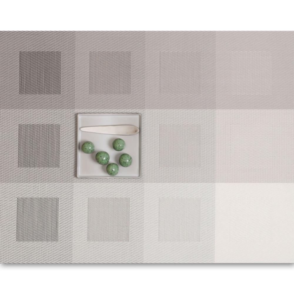 Салфетка подстановочная, плетение квадраты, винил, (36х48) Light grey (100115-008) CHILEWICH Engineered squares арт. 0071-ENGS-LTGRСервировка стола<br>Салфетки и подставки для посуды от американского дизайнера Сэнди Чилевич, выполнены из виниловых нитей — современного материала, позволяющего создавать оригинальные текстуры изделий без ущерба для их долговечности. Возможно, именно в этом кроется главный секрет популярности этих стильных салфеток.<br>Впрочем, это не мешает подставочным салфеткам Chilewich оставаться достаточно демократичными, для того чтобы занять своё место и на вашем столе. Вашему вниманию предлагается широкий выбор вариантов дизайна спокойных тонов, способного органично вписаться практически в любой интерьер.<br><br>длина (см):48материал:винилпредметов в наборе (штук):1страна:СШАширина (см):36.0<br>Официальный продавец CHILEWICH<br>