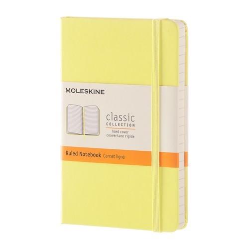 Еженедельник Moleskine Classic Wknt Large, цвет желтый кленMOLESKINE<br>Блокнот Moleskine Classic Large жёлтого цвета сразу же привлекает к себе внимание. Твёрдая картонная обложка приятна на ощупь и оберегает содержимое от влаги и повреждений. Фиксирующая резинка надёжно оберегает записи от чужих глаз.<br>Внутри записной книжки Молескин находятся 240 линованных листов в линейку кремового цвета. Чистый лист - это поле для фантазии, на бумаге можно выражать чувства, планировать время, рисовать и мечтать. Кроме записей в блокноте можно хранить визитки и важные вещи небольшого размера, так как на задней обложке имеется специальный карман. Чтобы важная запись не потерялась среди других, между страницами можно вложить встроенную закладку-ляссе.<br>