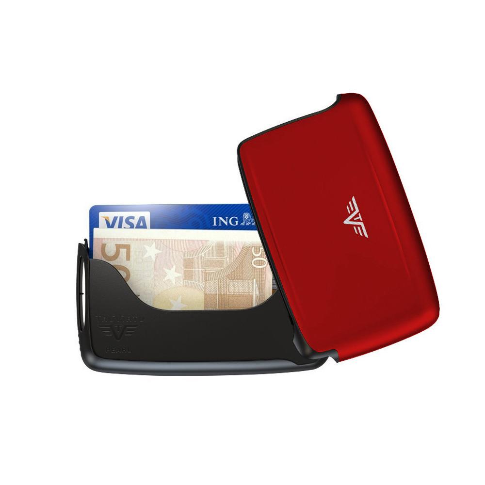 Визитница c защитой Tru Virtu PEARL, цвет красный , 104*67*17 ммTRU VIRTU<br>Инновационные аксессуары немецкого бренда TRU VIRTU® это:<br><br>ЗАЩИТА ОТ КИБЕР-ВОРОВСТВАКорпус аксессуаров TRU VIRTU® отражает электромагнитное излучение и защищает кредитные карты и удостоверения личности с чипами NFC/RFID от незаконного сканирования (сертифицировано тестами USA GSA).<br><br><br><br>ЛЕГКОСТЬ И ПРОЧНОСТЬАксессуары TRU VIRTU® имеют жесткий корпус, изготовлены из анодированного алюминия, нержавеющей стали и высококачественных полимеров, что делает их прочными и в тоже время очень легкими.<br><br><br>Визитница TRU VIRTU® PEARL с инновационным поворотным замком:<br><br>Защищает от размагничивания и незаконного сканирования данныхэлектронных карт(смотреть видео).<br>Защищает от механического повреждения и внешних воздействий (например, брызги воды и солнечный свет).<br>Подходит для визиток, кредитных карт и банкнот.<br>Помещается 25 визиток.<br><br><br>Видео- Tru Virtu PEARL<br>
