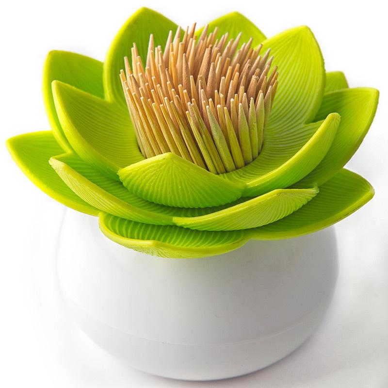 Держатель для зубочисток lotus белый/зеленый QL10156-WH-GNДержатели для зубочисток<br>Новинка от бренда Qualy ! Зубочистки всегда рассыпаются, их трудно вставить обратно, не уколоться и не сломать. Держатель Lotus - это не только элемент декора Вашей кухни, но и верный помощник в хранении зубочисток.<br>