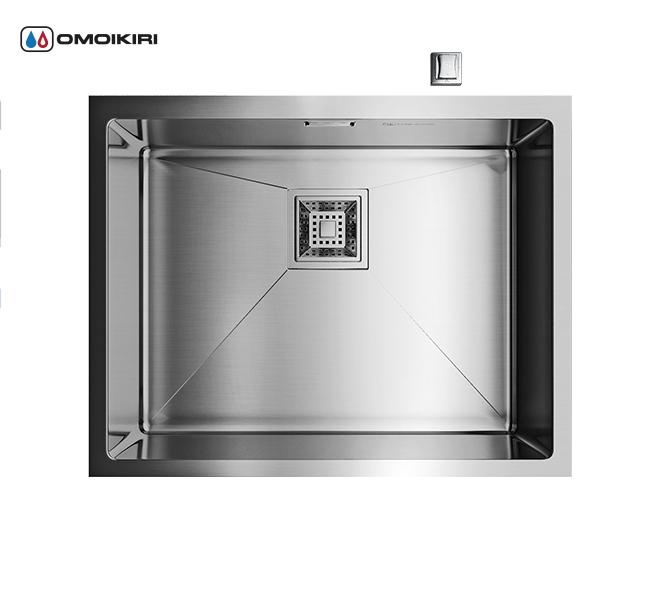 Кухонная мойка из нержавеющей стали OMOIKIRI Taki-54-U (4993046)Кухонные мойки из нержавеющей стали<br>Кухонная мойка из нержавеющей стали OMOIKIRI Taki-54-U (4993046)<br><br><br>Размер выреза под мойку при монтаже под столешницу: 500х400 мм, угловой радиус врезки: 10 мм.<br>Японская высококачественная хромоникелевая нержавеющая сталь.<br>Матовая полировка, устойчивая к появлению царапин.<br>Упаковка обеспечивает максимально безопасную транспортировку.<br>Корпус мойки обработан специальным противошумным составом.<br><br><br>Комплектация:<br><br>автоматический донный клапан;<br>крепления;<br>сифон.<br><br><br><br><br><br><br>Нержавеющая сталь OMOIKIRI<br>Вся нержавеющая сталь OMOIKIRI соответствует маркировке 18/8. Это аустенитная сталь содержит 18% хрома и 8% никеля, что обеспечивает ее максимальную защиту от коррозии.<br>Нержавеющая сталь OMOIKIRI подвергается уникальной обработке холодом «GOKIN»©, повышающей ее твердость и износостойкость.<br><br><br><br><br><br>Кухонные мойки из нержавеющей стали OMOIKIRI при производстве проходят три этапа контроля качества:<br><br>контроль состава нержавеющей стали на соответствие стандартам содержания цветных металлов и указанной маркировке;<br>проверка качества металлических заготовок перед производством;<br>контроль качества изделий на всех этапах производства.<br><br><br><br><br><br>Руководство по монтажу<br><br><br><br>Официальный сертифицированный продавец OMOIKIRI™<br>