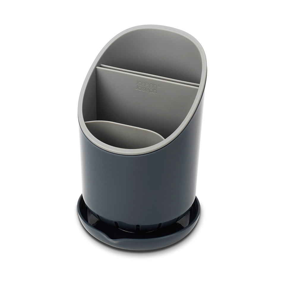 Сушилка для столовых приборов со сливом Joseph Joseph Dock™ серая 85075Сушилки для посуды<br>Сушилка для столовых приборов со сливом Joseph Joseph Dock™ серая 85075<br><br>Dock - это не просто сушилка для приборов, а умная сушилка. Обычно их сложно мыть, а также в них не предусмотрено разделение приборов и острых ножей. В сушилке Dock все эти недостатки исправлены. Для ножей есть специальное отделение, где острые лезвия высыхают безопасно и не соприкасаются с другими приборами. Излишек воды собирается в поддон, и её можно слить безо всяких проблем. Сушилка удобно разбирается для чистки. И к тому же она будет очень стильно смотреться на любой кухне.<br>Официальный продавец<br>