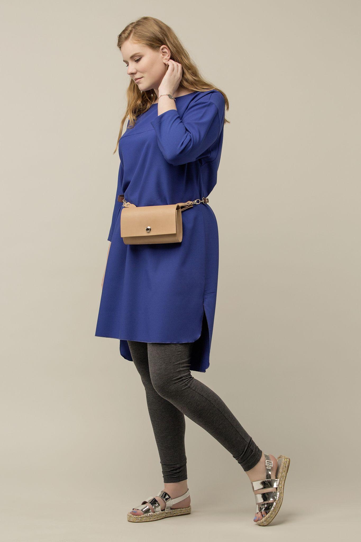 Платье-туника BASE-03 SH01 37Платья<br>Стильная туника из мягкой, легкой, комфортной и, к тому же очень ноской ткани – практичная, стильная и фантастически удобная! Разный уровень длины на спине и впереди – добавляет правильной геометрии и стильного акцента образу. С брюками и плотными колготами, а также любой обувью и аксессуарами, Вы всегда в тренде!<br>
