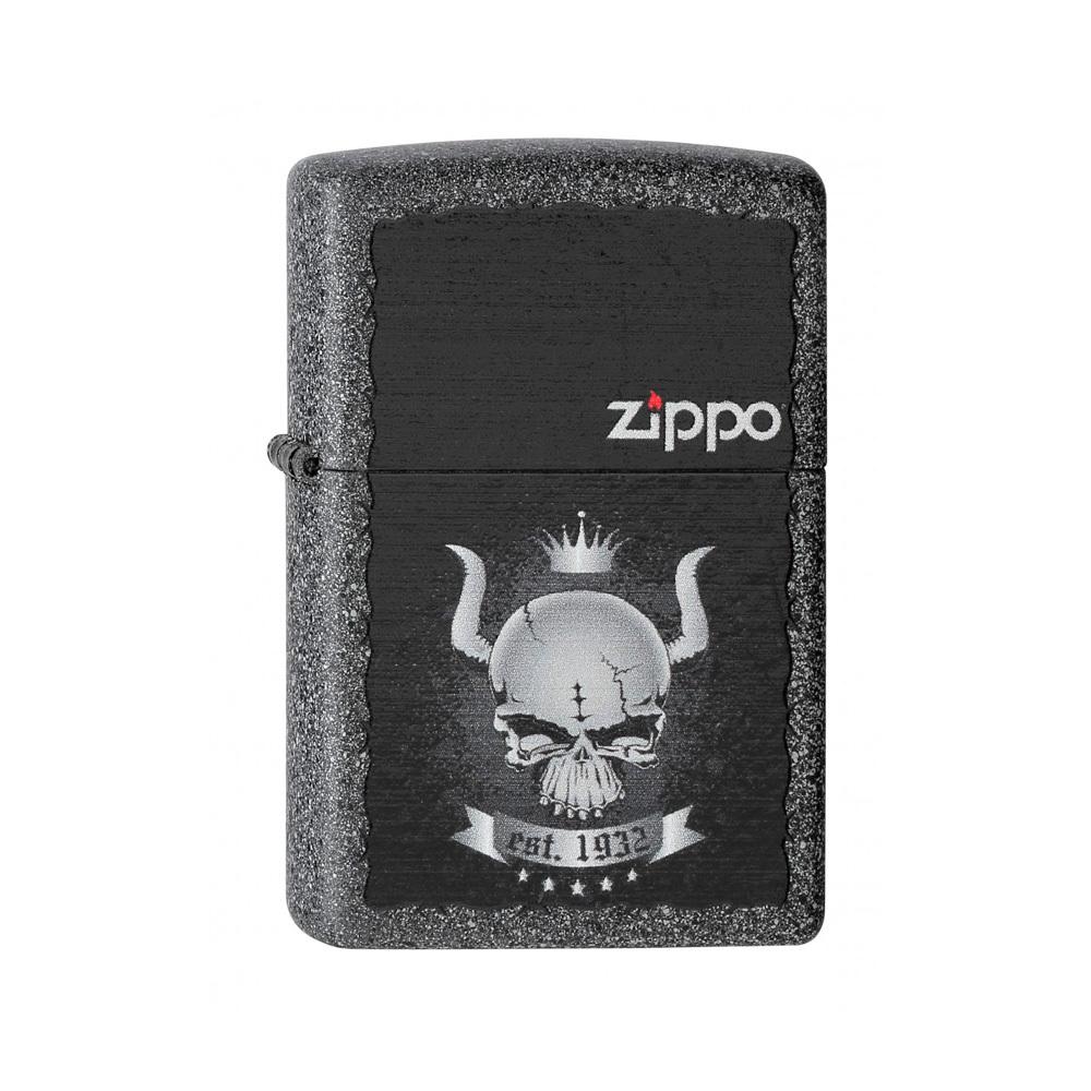 Зажигалка ZIPPO Skull Crown, латунь с покрытием Iron Stone Matte, серый, матовая, 36х12x56 ммЗажигалки<br>Если Вам нравятся оригинальные смелые дизайны, эта модель с покрытием Iron Stone™ Вам должна прийтись Вам по вкусу. На корпусе зажигалке изображены логотип Zippo, череп с короной и дата основания компании. Поставляется в подарочной коробке, созданной из экологически чистых материалов. Для оптимальной работы рекомендуем заправлять первоклассным топливом Zippo.<br>