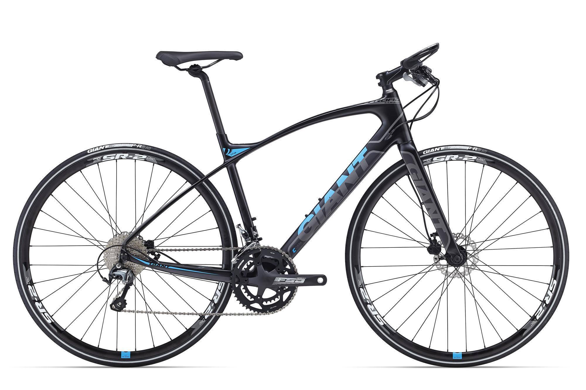 Giant FastRoad CoMax 2 (2016)Дорожные<br>Мечта любого велосипедиста – без особых усилий развивать скорости повыше и поддерживать их подольше. Подарить вам эти приятные впечатления готов Giant FastRoad CoMax – шоссейник с плоским рулем для катания в свое удовольствие. Это велосипед с рамой CoMax из карбона и армированного полимера, сбалансированной, очень легкой и быстрой. В ней также применяется технология RideSence, позволяющая встроить в перо передатчик, совместимый с велокомпьютерами ANT+, передающий на них данные о каденсе и скорости.<br>Вибропоглощающий подседльник D-Fuse, плоский руль и колеса 700с добавляют уверенности и управляемости, петляете ли вы по городу, или выехали тренироваться на трассу. Трансмиссия – надежная Shimano Tiagra 2x10, дисковые тормоза обеспечивают мощное и уверенное торможение в любую погоду на любом рельефе.<br>