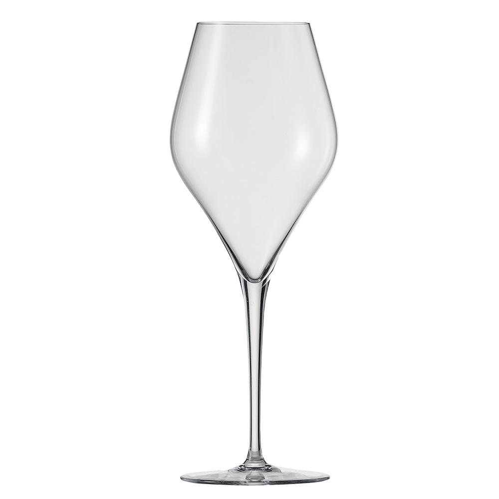 Набор из 6 бокалов для красного вина 630 мл SCHOTT ZWIESEL Finesse арт. 118 608-6Бокалы и стаканы<br>Набор из 6 бокалов для красного вина 630 мл SCHOTT ZWIESEL Finesse арт. 118 608-7<br><br>вид упаковки: подарочнаявысота (см): 26.0диаметр (см): 9.8материал: хрустальное стеклоназначение: для красного винаобъем (мл): 630предметов в наборе (штук): 6страна: Германия<br>Оригинальный дизайн винных бокалов серии Finesse привлекает внимание четкой геометрией чаши и высокой, сужающейся книзу ножкой, придающей изделию утонченную изысканность. Изделия коллекции изготовлены из высококачественного хрустального стекла, не содержащего бария и свинца по уникальной технологии Tritan Protect.<br>Благодаря использованию технологии Tritan бокалы серии Finesse получили такие свойства как высокая ударопрочность, легкость, чистейшая прозрачность и яркий блеск.<br>Элегантная коллекция, представляющая собой великолепный образец классического стиля и современного дизайна, включает в себя наборы бокалов для шампанского, красного и белого вина. Любой из этих изящных наборов достойно украсит любую сервировку, от повседневной до праздничной.<br>Официальный продавец SCHOTT ZWIESEL<br>