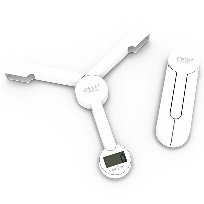 Весы кухонные складные Joseph Joseph Triscale™ белые 40071Весы кухонные<br>Весы кухонные складные Joseph Joseph Triscale™ белые 40071<br><br>Отличное приспособление для тех, кто контролирует не только то, что ест, но и сколько. С помощью таких цифровых весов можно точно контролировать пропорции ингредиентов, а также четко определять для себя порции. Особенно полезны будут для тех, кто на диете или только собирается сбросить лишние килограммы. Имеют сенсорную панель управления, электронный дисплей, функцию довеса, шкалу измерения до 5 кг, складной корпус. В общем, все, что может понадобиться для удобства и экономии пространства на кухне сочетается в этих стильных цифровых весах!<br><br>Официальный продавец<br>