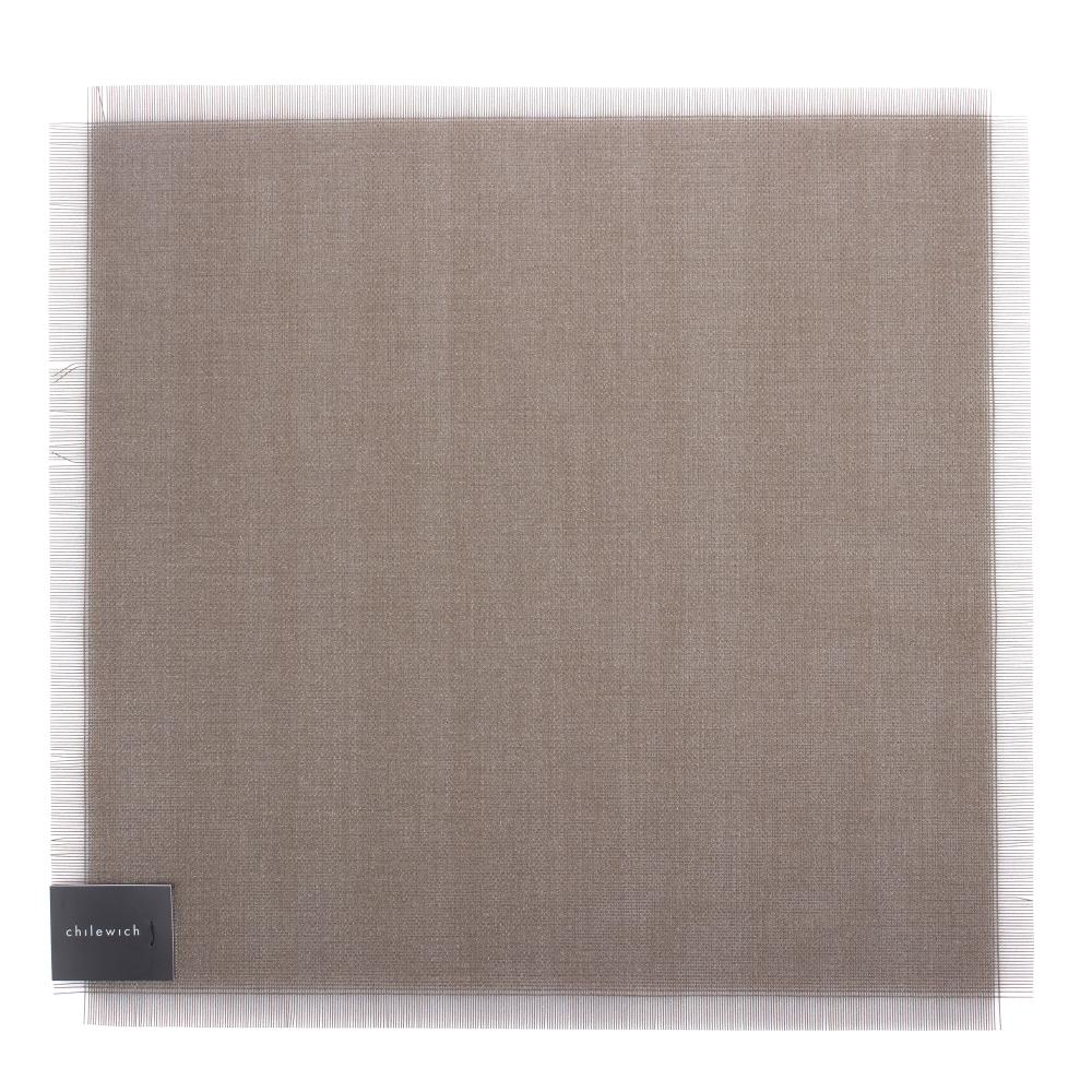 Салфетка подстановочная, винил, (38x39) Jet CHILEWICH Metallic Fringe арт. 100345-001Сервировка стола<br>длина (см):38материал:винилпредметов в наборе (штук):1страна:СШАширина (см):39.0<br>Официальный продавец CHILEWICH<br>