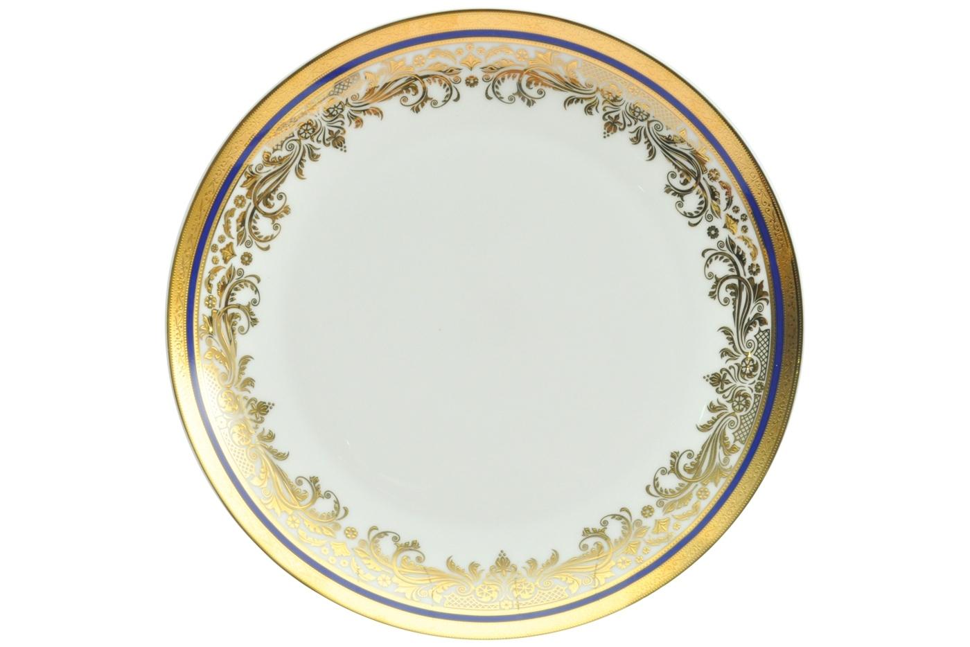 Набор из 6 тарелок Royal Aurel Элит (25см) арт.621Наборы тарелок<br>Набор из 6 тарелок Royal Aurel Элит (25см) арт.621<br>Производить посуду из фарфора начали в Китае на стыке 6-7 веков. Неустанно совершенствуя и селективно отбирая сырье для производства посуды из фарфора, мастерам удалось добиться выдающихся характеристик фарфора: белизны и тонкостенности. В XV веке появился особый интерес к китайской фарфоровой посуде, так как в это время Европе возникла мода на самобытные китайские вещи. Роскошный китайский фарфор являлся изыском и был в новинку, поэтому он выступал в качестве подарка королям, а также знатным людям. Такой дорогой подарок был очень престижен и по праву являлся элитной посудой. Как известно из многочисленных исторических документов, в Европе китайские изделия из фарфора ценились практически как золото. <br>Проверка изделий из костяного фарфора на подлинность <br>По сравнению с производством других видов фарфора процесс производства изделий из настоящего костяного фарфора сложен и весьма длителен. Посуда из изящного фарфора - это элитная посуда, которая всегда ассоциируется с богатством, величием и благородством. Несмотря на небольшую толщину, фарфоровая посуда - это очень прочное изделие. Для демонстрации плотности и прочности фарфора можно легко коснуться предметов посуды из фарфора деревянной палочкой, и тогда мы услушим характерный металлический звон. В составе фарфоровой посуды присутствует костяная зола, благодаря чему она может быть намного тоньше (не более 2,5 мм) и легче твердого или мягкого фарфора. Безупречная белизна - ключевой признак отличия такого фарфора от других. Цвет обычного фарфора сероватый или ближе к голубоватому, а костяной фарфор будет всегда будет молочно-белого цвета. Характерная и немаловажная деталь - это невесомая прозрачность изделий из фарфора такая, что сквозь него проходит свет.<br>