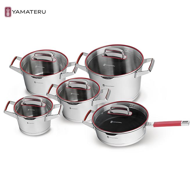 Набор посуды 10 предметов Yamateru Kaminari 4991008Наборы посуды<br>Набор посуды 10 предметов Yamateru Kaminari 4991008<br><br><br>Original Japan Inox Steel — коллекция кастрюль, созданная специально для домашнего использования и воплощающая все новейшие достижения компании в области производства посуды. Важная черта конструкции всех элементов коллекции — тройное капсулированное дно. <br>Основная особенность этой технологии заключается в том, что между двумя слоями нержавеющей стали (внешним и внутренним) установлен особый теплораспределительный диск из алюминия. Это позволяет добиться максимально ровного прогревания всей емкости даже на небольших конфорках, а значит избежать пригорания пищи с одной стороны и недостаточного запекания с другой. Тройное дно — не единственная инновация, которая нашла применение в производстве посуды Original Japan Inox Steel. <br>Отдельно стоит отметить и другие технологические решения: антипригарное покрытие DuPont™ Platinum Plus, лазерную маркировку емкости, износостойкую и матовую полировку.<br>В набор Yamateru Kaminariвходит:<br><br><br><br><br><br>Кастрюля Yamateru Kaminari16 см +стеклянная крышка<br>Диаметр: 16см<br>Объем: 1,7л<br>Толщина дна: 5,8мм<br>Толщина стенок: 0,8мм<br>Высота стенок: 9,5см<br><br><br><br><br><br>КастрюляYamateru Kaminari18 см +стеклянная крышка<br>Диаметр: 18см<br>Объем: 2,4л<br>Толщина дна: 5,8мм<br>Толщина стенок: 0,8мм<br>Высота стенок: 10,5см<br><br><br><br><br><br>КастрюляYamateru Kaminari20 см +стеклянная крышка<br>Диаметр: 20см<br>Объем: 3,1л<br>Толщина дна: 5,8мм<br>Толщина стенок: 0,8мм<br>Высота стенок: 11,1см<br><br><br><br><br><br>Кастрюля Yamateru Kaminari24 см +стеклянная крышка<br>Диаметр: 24см<br>Объем: 6,1л<br>Толщина дна: 5,8мм<br>Толщина стенок: 0,8мм<br>Высота стенок: 15,5см<br><br><br><br><br><br>СотейникYamateru Kaminari24 см +стеклянная крышка<br>Диаметр: 24см<br>Объем: 3,0л<br>Толщина дна: 5,8мм<br>Толщина стенок: 0,8мм<br>Высота стенок: 7см<br><br><br><br><br>Отличительные особенн