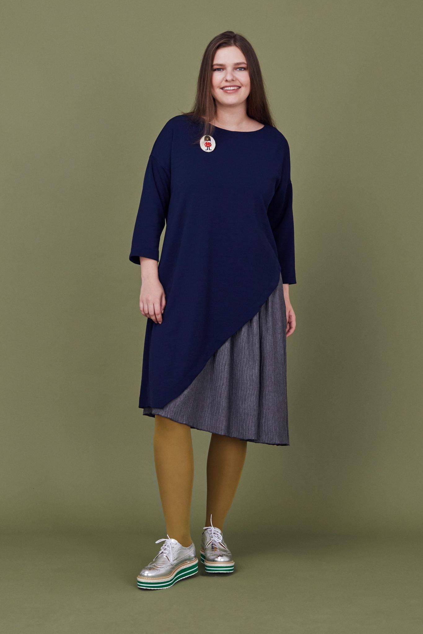Платье LE-07 D01 20/06Хиты продаж<br>Двухслойное платье с чуть приспущенным плечом и рукавом 5/6. Сочетание разных фактур и плотности, правильной геометрии кроя и легкости второго слоя - творят чудеса и придают образу нужную сложность. Сочетается с любой обувью и аксессуарами. Рост модели на фото 178 см, размер 54 (российский).<br>
