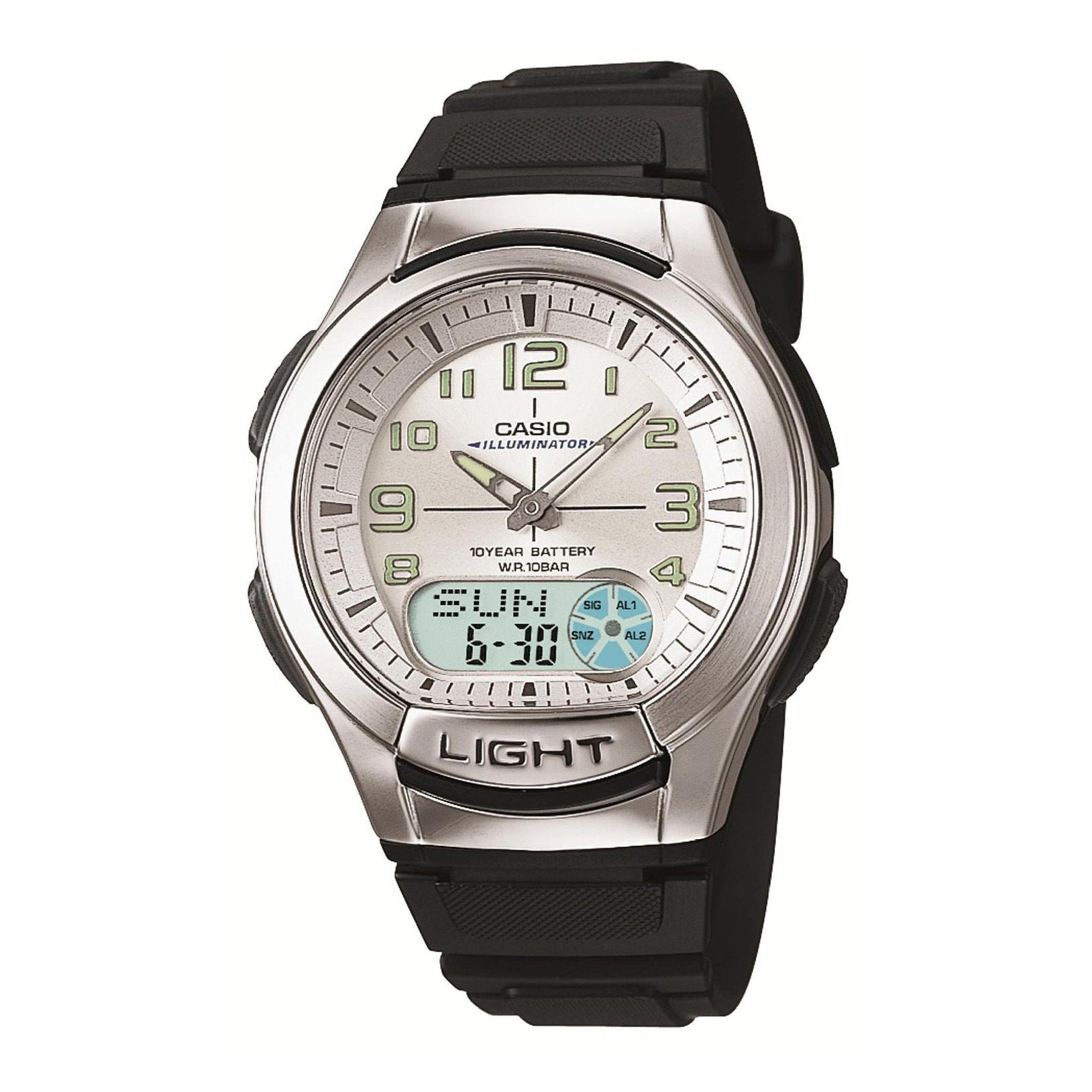 Часы Casio AQ-180W-7BЧАСЫ CASIO<br>Часы Casio AQ-180W-7B c электрической подсветкой (для освещения циферблата используется светодиод), записной и телефонной книжкой для хранения фамилий и номеров телефонов (максимальная емкость - 30 абонентов).<br>Также часы включают следующие функции: <br>• Отображение текущего времени в основных городах и регионах мира.<br>• Секундомер с точностью показаний 1/100 сек и максимальным временем измерения - 24 час. <br>• Таймер обратного отсчета. <br>• 3 ежедневных будильника. <br>• Функция повтора сигнала будильника (snooze). <br>• Автоматический календарь. <br>• Срок службы батареи 10 лет. <br>• Точность хода: не хуже +/-30 секунд в месяц. <br>• Ремешок из полимерного материала.<br><br>Перед использованием рекомендуем ознакомиться с инструкцией &gt;&gt;<br>