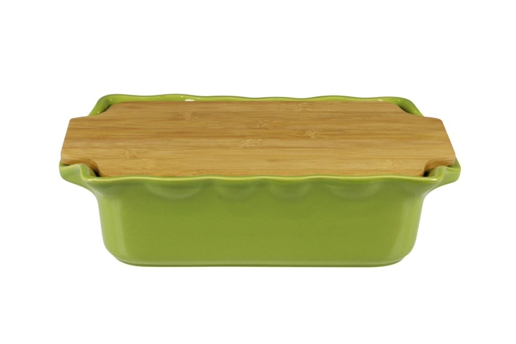 Форма с доcкой прямоугольная 33,5 см Appolia Cook&amp;Stock BAMBOO GREEN 131033503Формы для запекания (выпечки)<br>Форма с доcкой прямоугольная 33,5 см Appolia Cook&amp;Stock BAMBOO GREEN 131033503<br><br>В оригинальной коллекции Cook&amp;Stoock присутствуют мягкие цвета трех оттенков. Закругленные углы облегчают чистку. Легко использовать. Компактное хранение. В комплекте натуральные крышки из бамбука, которые можно использовать в качестве подставки, крышки и разделочной доски. Прочная жароустойчивая керамика экологична и изготавливается из высококачественной глины. Прочная глазурь устойчива к растрескиванию и сколам, не содержит свинца и кадмия. Глина обеспечивает медленный и равномерный нагрев, деликатное приготовление с сохранением всех питательных веществ и витаминов, а та же долго сохраняет тепло, что удобно при сервировке горячих блюд.<br>