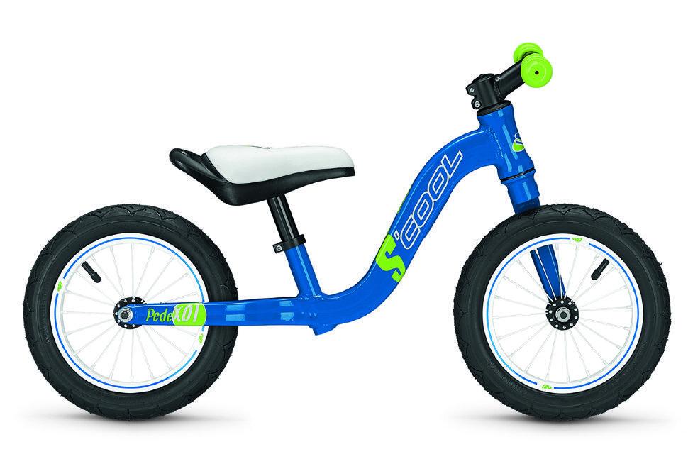 Scool pedeX01 12 (2015)от 3 лет<br>Беговел для развития баланса и координации для ребенка от 2-х лет и ростом от 85см. Облегченная алюминиевая рама весом 3,3 кг и удобная конструкция от немецкой фирмы Scool дает возможность без труда научится кататься на двух колесном велосипеде. Возможность регулировки сидения по высоте. Как на взрослых велосипедах установлен спортивный алюминиевый руль с удобными резиновыми грипсами. Внешний вид беговела сделан в ярко синем цвете.<br>