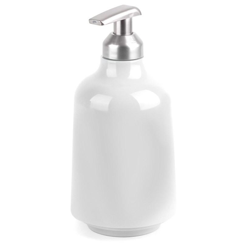 Диспенсер для жидкого мыла Umbra step белый 023838-660Диспенсеры<br>Диспенсер для жидкого мыла Umbra step белый 023838-660<br><br>Мыло душистое, полотенце пушистое - если мыть руки, то с этим слоганом. Потому что приятно пахнущее мыло, например, ванильное или земляничное, поднимает настроение. А если оно внутри красивого диспенсера, который поможет отмерить нужное количество, это вдвойне приятно. Те, кто покупает жидкое мыло, знают, что очень часто оно продается в некрасивых упаковках или очень больших бутылках, которые совершенно неудобно ставить на раковину. Проблема решена вот с таким лаконичным симпатичным диспенсером. Теперь вы не забудете вымыть руки перед едой! p.s. Важная подсказка: диспенсер также можно использовать на кухне для моющего средства, получается очень экономно.<br>Официальный продавец<br>