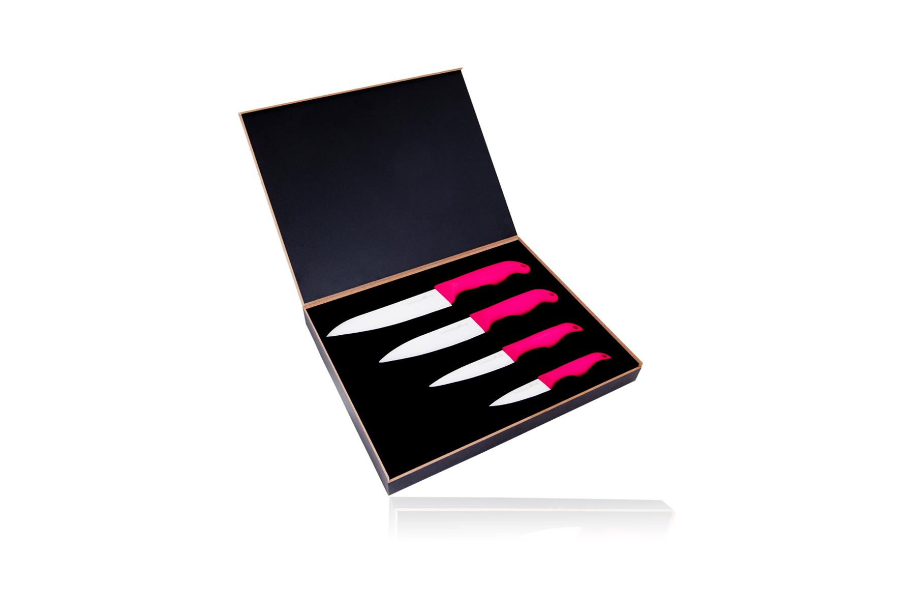 Набор из 4 керамических ножей Hatamoto Pink (HP08W4-AP)Hatamoto керамика<br>Набор из 4 керамических ножей Hatamoto Pink (HP08W4-AP)<br><br>В набор входит:<br><br>Шеф нож - длина лезвия150 мм;<br> Универсальный нож - длина лезвия120 мм;<br>Универсальный нож малый - длина лезвия100 мм;<br> Нож для для чистки овощей - длина лезвия70 мм.<br><br>В серии Hatamoto Premium представлены керамические ножи изготовленные из диоксида циркония. Это колоссально прочный и твердый материал, уступающий только алмазу. Такие ножи будут годами резать разнообразные продукты не изнашиваясь и не царапаясь, не впитывая запахов и не нуждаясь в регулярной заточке. Но все же не забывайте, что керамические ножи не предназначены для разделки замороженных продуктов и рубки костей.<br>Еще одна особенность керамических ножей – их несравненная легкость. Ваши руки никогда не устанут с такими замечательными инструментами.<br>Удобная нескользящая рукоять, выполненная из ABS-пластика, никогда не выскользнет из ладони в самый неподходящий момент. К тому же ABS-пластик - это теплостойкий материал, который отличается повышенной ударопрочностью и эластичностью. Изделия из него выглядят просто отлично.<br>Правила использования и уход за керамическими ножами<br><br>Перед использованием первый раз ополосните ножи горячей водой;<br>Используйте кухонные ножи только на разделочной доске из дерева или пластика;<br>Керамические ножи - идеальный инструмент для работы с овощами, фруктами, хлебом, грибами, мясом и рыбным филе, мясными деликатесами;<br>Не используйте для рубки продуктов и не режьте замороженные продукты, а также продукты с костями и твердые сорта сыра;<br>Берегите ножи: при резком ударе о твердую поверхность (о кухонную плитку, мрамор и т.д.), возможно появление сколов и даже раскол ножа;<br>Мы рекомендуем мыть ножи вручную с помощью неабразивных средств и сразу вытирать насухо (использование посудомоечной машины не рекомендуется, это портит ножи);<br>Храните ножи в специальном блоке, ящике для ножей, 