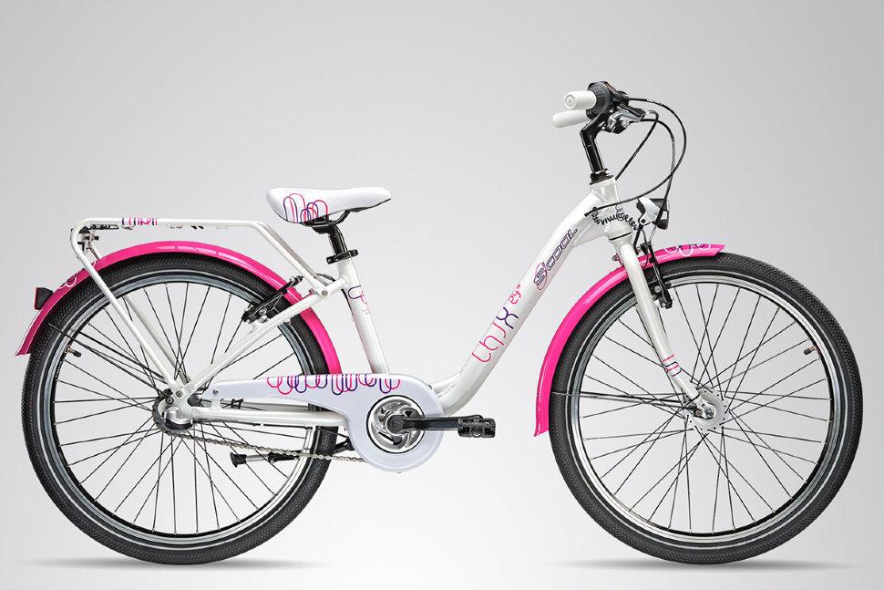 Scool chiX pro 24 3 speed (2015)от 9 лет<br>Подростковый детский велосипед для девочек с ростом от 131-141 от 8 лет. Специально заниженная рама для удобства в посадке и безопасность при соскоке на раму. Регулировка подъёма руля по высоте. Защитный кожух на цепь предотвращает попадания штанов в систему. Наличие полноразмерных металлических крыльев. Светодиодное светооборудование от динамки. Для простоты пользования скоростями на велосипед установлена планетарная втулка на 3 скорости. Велосипед выпускается в 2ух красочных расцветках бело - розовый, и зелено - матовый.<br>