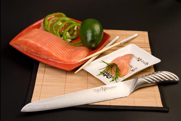 Нож кухонный стальной для нарезки, слайсер (240мм) Tojiro Supreme Series DP FD-961Tojiro Supreme Series DP<br>Нож кухонный стальной для нарезки, слайсер (240мм) Tojiro Supreme Series DP FD-961<br><br>Серия ножей Tojiro Supreme DP изготовлена при участии известного французского повара Гай Мартина, его хват и предпочтения по эргономике были досконально изучены. В результате появились эти уникальные в своем роде ножи, их рукоятка более массивна и ухватиста, она удобно ложится в более крупные руки европейских поваров, а традиционно японская острая пятка, которая бывает ранит при неаккуратном использовании, в этой серии сильно закруглена и вынесена вперед за пределы досягания указательного пальца. <br>Клинок ножей серии Tojiro Supreme DP изготовлен по трехслойной технологии с использованием стали VG10, закаленной до 61 HRc.<br>Официальный сертифицированный продавец TOJIRO<br>