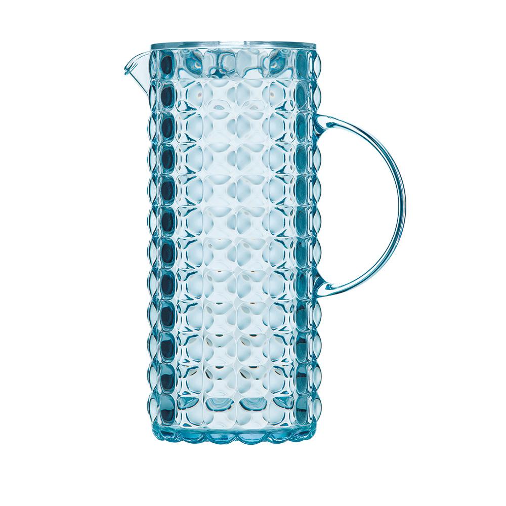Кувшин Guzzini Tiffany голубой 22560081Графины и кувшины<br>Кувшин Guzzini Tiffany голубой 22560081<br><br>Кувшин Tiffany выполнен из прозрачного пищевого пластика, переливающегося на свету, поэтому он обязательно создаст праздничную атмосферу на вашем столе. Его цветная рельефная форма с удобным горлышком для наливания создана специально для освежающих лимонадов, бодрящих соков и цитрусовых коктейлей. Но легкость и воздушность кувшина вовсе не означают, что он подойдет только для торжественных случаев - наоборот, вся коллекция Tiffany предназначена для того, чтобы делать каждый день особенным.  Объем 1,75 л. Можно мыть в посудомоечной машине.<br>