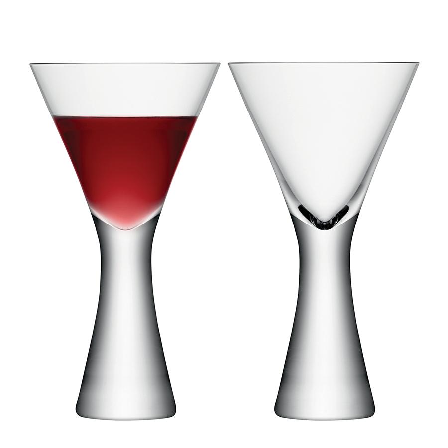 Набор из 2 бокалов для вина Moya 395 мл прозрачный LSA G846-14-985Бокалы и стаканы<br>Набор из 2 бокалов для сервировки вина. Объём 395 мл. Комбинируйте набор с другими предметами коллекции Moya для создания законченной композиции. Он упакован в красивую коробку и станет роскошным подарком для всех любителей праздников. <br><br>Moya — коллекция барного стекла и элементов декора из выдувного стекла с тонкими стенками и утолщённым дном. Дизайнеры хотели создать совершенство форм и линий, которое напоминало бы о столпах яркого света. Добавьте щепотку декандентского шика в торжественную сервировку. Над линией работали лучшие мастера бренда LSA International. <br><br> Изделия из выдувного стекла рекомендуется мыть вручную в тёплой мыльной воде и вытирать насухо мягкой тканью. Иногда в готовом изделии из выдувного стекла встречаются пузырьки воздуха — это нормально и вполне допускается технологией ручного производства. Такие пузырьки воздуха внутри не являются браком.<br>
