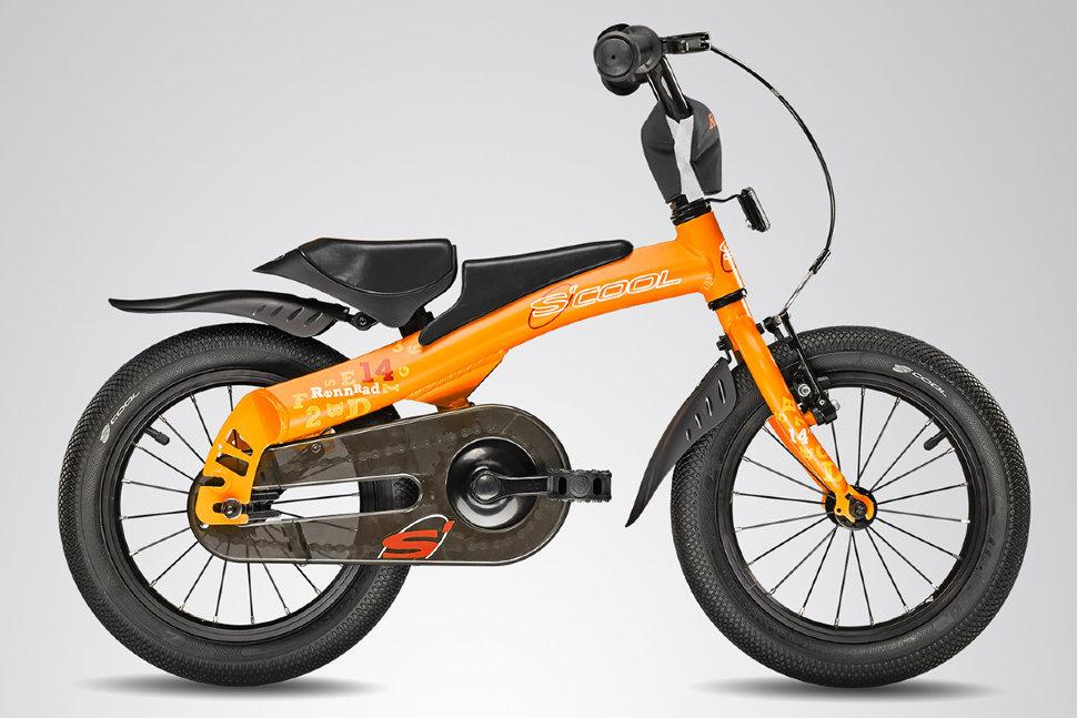 Scool Rennrad 14 (2015)от 4 лет<br>Уникальный велосипед и беговел (велобалансир 2 в 1) дл детей от 2-х лет и ростом от 85 см. Особенность данного велосипеда влетс то что его можно из беговела собрать в полноценный велосипед с ножным тормозом и одной передачей. В качестве велосипеда есть все необходимое: кожух на цепь, крыль, подъем рул. Алминиева прочна рама дает несравненно малый вес. Благодар большим колесам с широкой резиной ребенку без труда можно научитьс управлть тим беговелом. (2015)Выпускаетс в 2-ух расцветках рко оранжевый, и сине – матовый.<br>