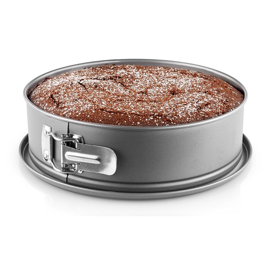 Форма для выпечки разъёмная 26 см Eva Solo 212021Формы для запекания (выпечки)<br>Форма для выпечки разъёмная 26 см Eva Solo 212021<br><br>Круглая форма с разъёмным бортиком для выпечки тортов, пирогов и запеканок обладает качеством посуды для профессиональных поваров. Чтобы ваша выпечка всегда была идеальной, внутри формы предусмотрено антипригарное покрытие Slip-Let®, защищающее драгоценное содержимое. Пеките воздушные бисквиты, плотные чизкейки или собирайте муссовые торты! Посуда Eva Solo поможет воплотить самые необычные рецепты. Форма не содержит ПФОА (PFOA) и очень легко моется. Диаметр 26 см.<br>