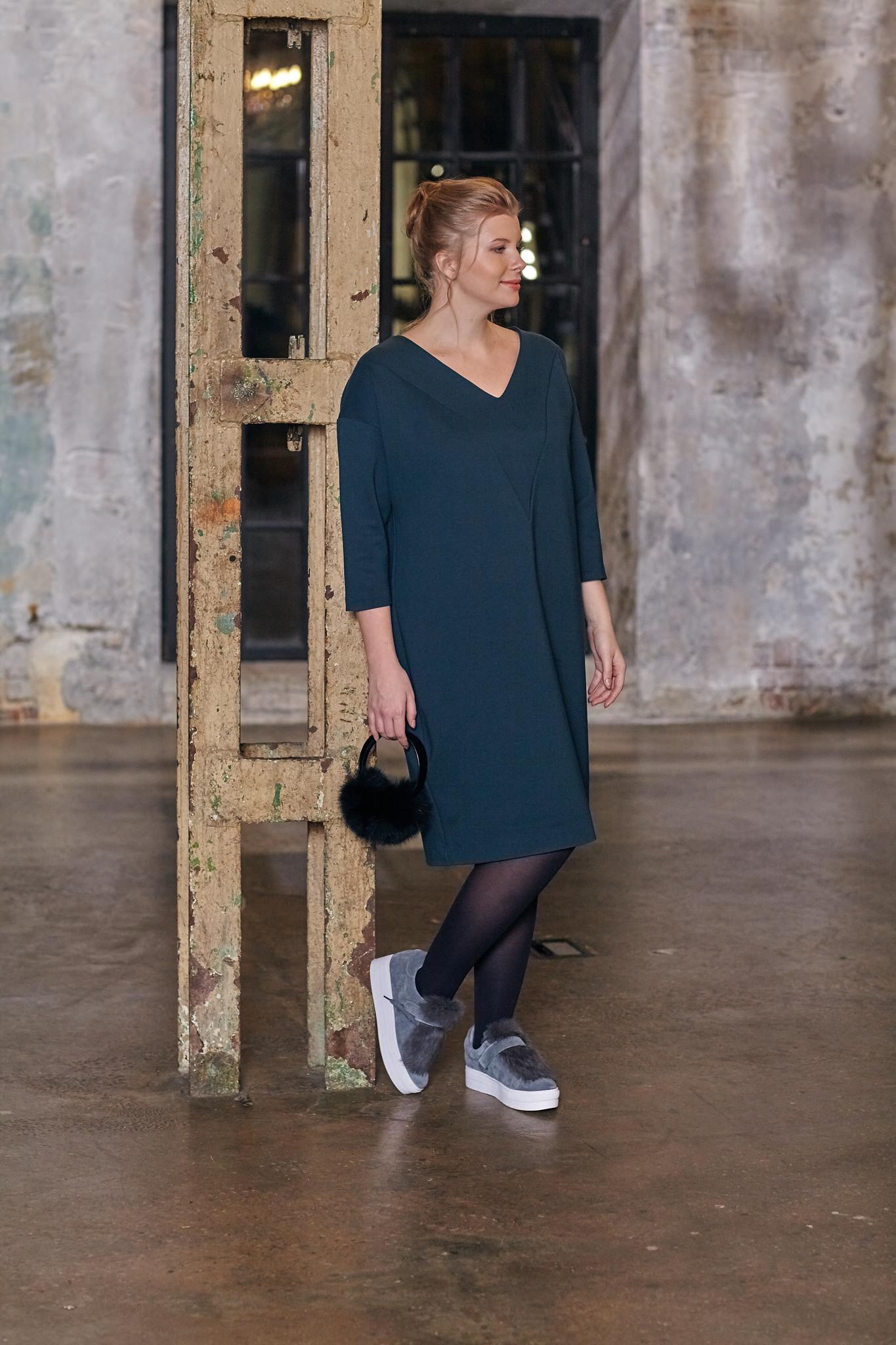 Туника BASE SW1 DM34Платья<br>Это платье-туника из  плотного трикотажа никого не оставит равнодушным: V- образная горловина добавит элегантности, а трикотаж высочайшего качества- дополнительной практичности в носке и удивительного комфорта. Отлично смотрится с поясом. Рекомендуем носить с любой обувью, подходит для всех случаев жизни.Идеально с брюками и плотными колготками.<br>
