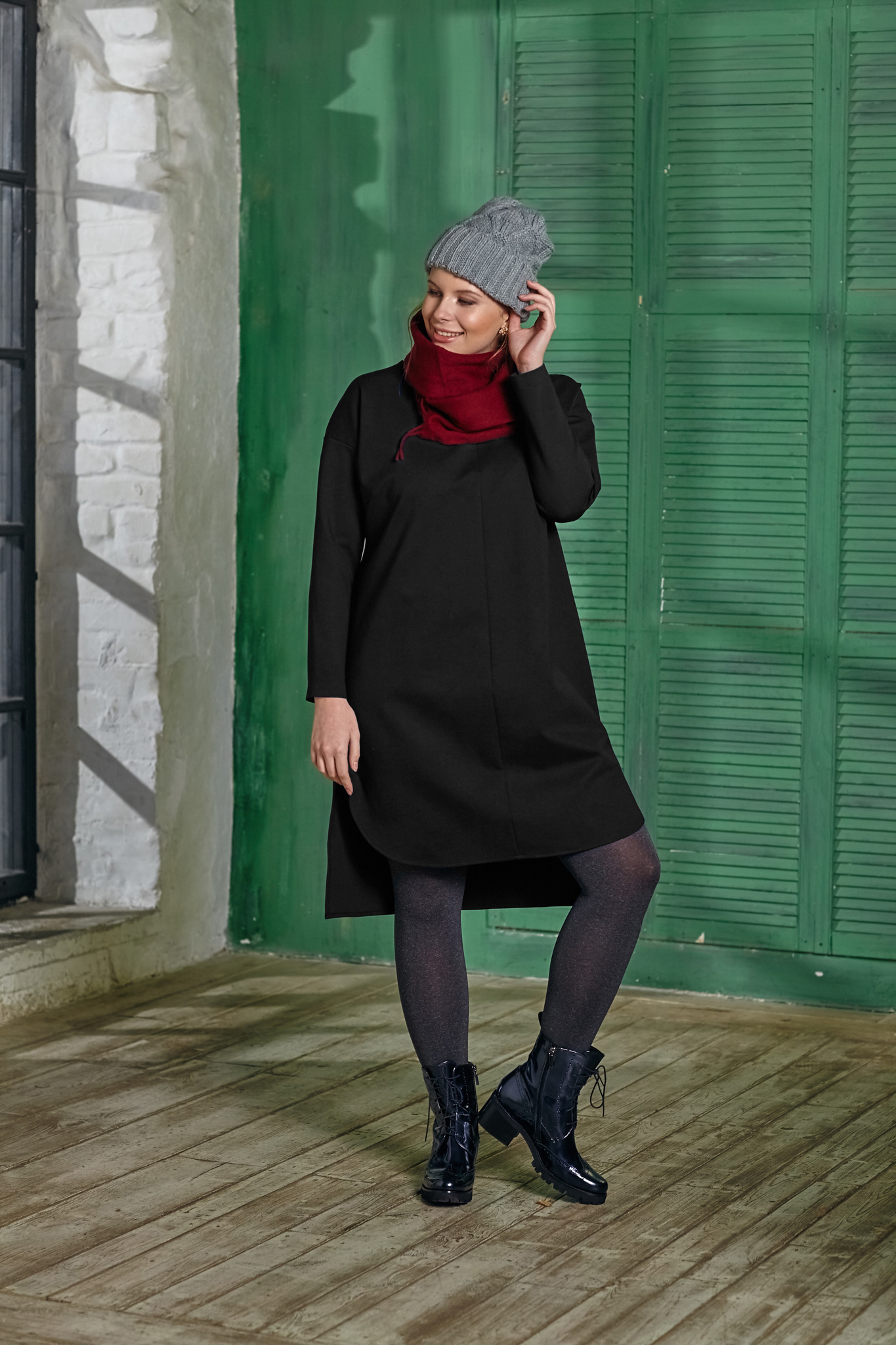 Туника BASE SW2 DM01Джемперы<br>Туника из великолепного плотного трикотажа – практичная, стильная  и фантастически удобная вещичка Вашего гардероба! Разный уровень длины на спине и впереди – добавляет правильной геометрии и стильного акцента образу. С брюками и плотными колготами, а также любой обувью и аксессуарами, Вы всегда в тренде!<br>