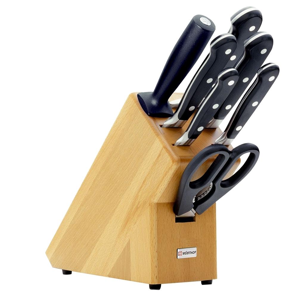 Набор из 5 кухонных ножей, ножниц, мусата и подставки WUSTHOF Classic (Золинген) арт. 9835-200Кухонные ножи WUSTHOF Classic<br>Набор из 5кухонных ножей, ножниц, мусата и подставкиWUSTHOF Classic (Золинген) арт. 9835-200<br><br>В набор входит:<br><br>нож для чистки и резки овощей 8 см. Артикул 4000 WUS<br>нож овощной 10 см. Артикул 4066/10 WUS<br>нож для хлеба 20 см. Артикул 4149 WUS<br>нож для резки мяса 16 см. Артикул 4522/16 WUS<br>нож столовый 20 см. Артикул 4582/20 WUS<br>мусат 23 см. Артикул 4461/23 WUS<br>ножницы кухонные 21 см. Артикул 5558 WUS<br><br>Отличительные особенности<br>Что резать:<br><br>Нож Шеф - подходит для нарезки любых продуктов (мясо, рыба, овощи, фрукты).<br>Нож овощной - подходит для нарезки овощей и фруктов.<br><br>Материал лезвия: сталь кованая, молибден-ванадиевая (X50 Cr Mo V 15) - отличается высочайшим уровнем прочности, обеспечивающимся наличием молибдена и ванадия в ее составе. Оптимальная для ножей твердость лезвия объясняется повышенным содержанием углерода в составе металла и особой технологией его термообработки. Сталь X50CrMoV15 благодаря наличию в ее составе хрома, отличается также повышенной стойкостью к коррозии.<br>Лезвия ножей из стали марки X50CrMoV15 долгое время не нуждаются в дополнительной заточке, они не темнеют и практически не подвержены окислению. Вне зависимости от интенсивности эксплуатации ножи сохраняют свой первозданный вид на протяжении всего срока их использования.<br>Материал рукоятки: полиоксиметилен - это инновационный материал, используемый для производства рукоятей ножей, он представляет собой усиленный оксидом кремния синтетический полимер, обладающий ударопрочными свойствами.<br>Благодаря таким свойствам, как водонепроницаемость, особая прочность, инертность к химическим веществам и продуктам, полиоксиметилен отвечает самым строгим требованиям в области гигиены, что позволяет использовать ножи с рукоятями из этого материала на ресторанных кухнях. Отличием таких ножей является идеальная балансировка, к