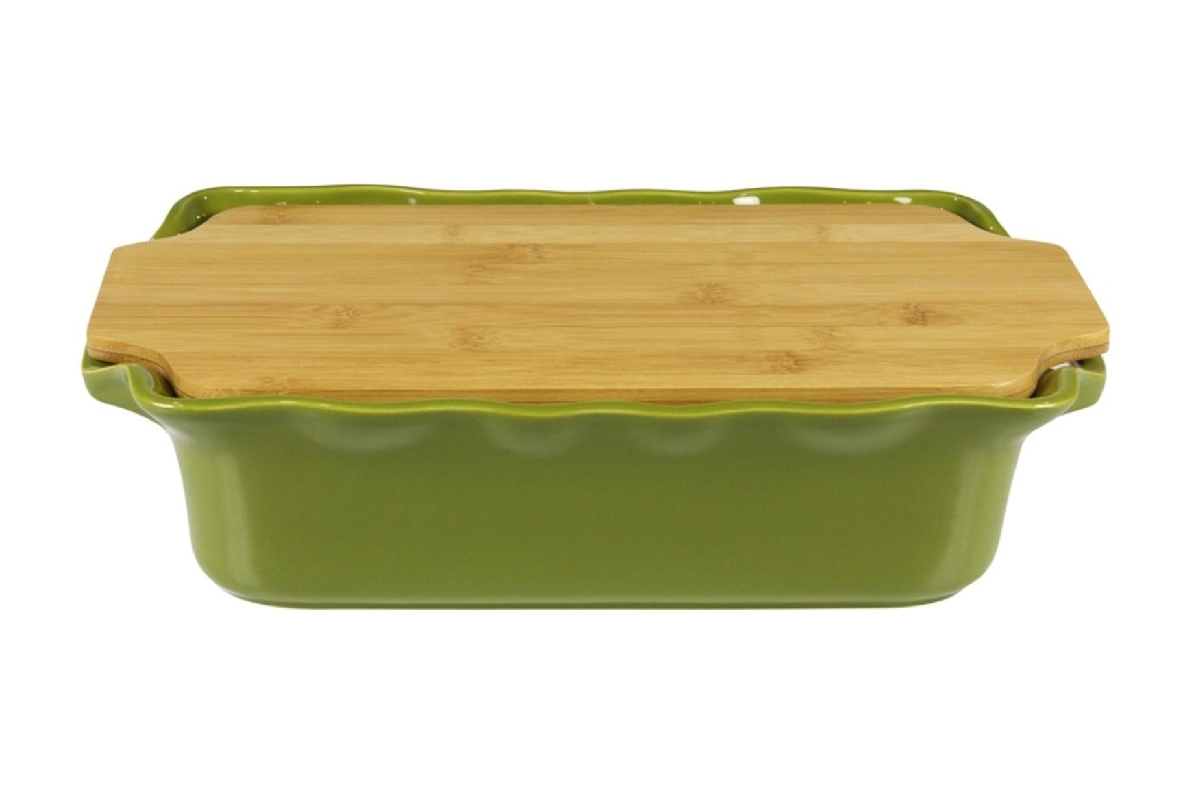 Форма с доcкой прямоугольная 37 см Appolia Cook&amp;Stock DARK GREEN 131037005Формы для запекания (выпечки)<br>Форма с доcкой прямоугольная 37 см Appolia Cook&amp;Stock DARK GREEN 131037005<br><br>В оригинальной коллекции Cook&amp;Stoock присутствуют мягкие цвета трех оттенков. Закругленные углы облегчают чистку. Легко использовать. Компактное хранение. В комплекте натуральные крышки из бамбука, которые можно использовать в качестве подставки, крышки и разделочной доски. Прочная жароустойчивая керамика экологична и изготавливается из высококачественной глины. Прочная глазурь устойчива к растрескиванию и сколам, не содержит свинца и кадмия. Глина обеспечивает медленный и равномерный нагрев, деликатное приготовление с сохранением всех питательных веществ и витаминов, а та же долго сохраняет тепло, что удобно при сервировке горячих блюд.<br>