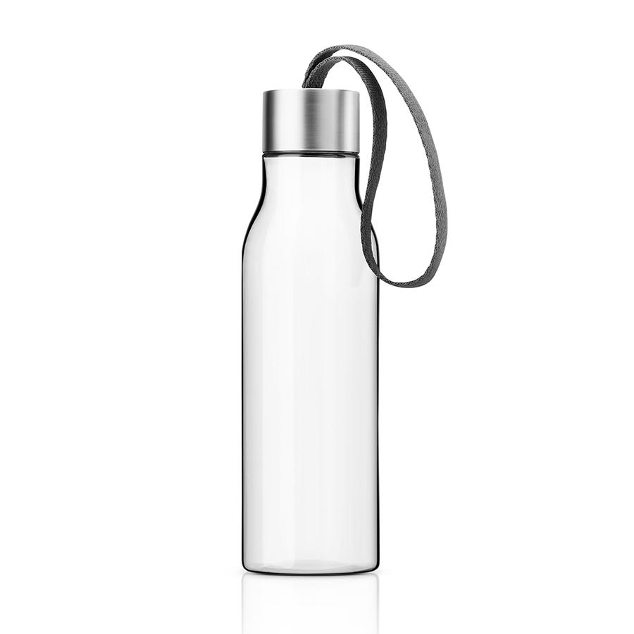 Бутылка 500 мл серая Eva Solo 502990Бутылочки<br>Бутылка 500 мл серая Eva Solo 502990<br><br>Очень удобная бутылка для воды, которую можно положить в сумку, взять с собой в офис или использовать на отдыхе. Она полностью герметична, её можно наполнять снова и снова, и тем самым уменьшить количество пластиковых бутылок, тем самым помогая сохранить окружающую среду. Бутылка сделана из пластика, не содержащего BPA, то есть бисфенола, вредных примесей и тяжёлых металлов. Бутылку можно мыть в посудомоечной машине, крышку - вручную.<br>