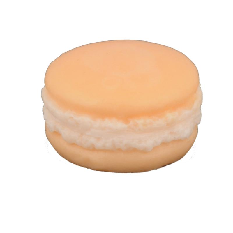 Мыло Макарон «Мандарин» (Мыло в форме кексов и сладостей)Мыло в форме кексов и сладостей<br>Мыло Макарон Мандарин Вес 30 г<br>Изготавливается вручную в ателье Autour Du Bain в Тулузе<br>