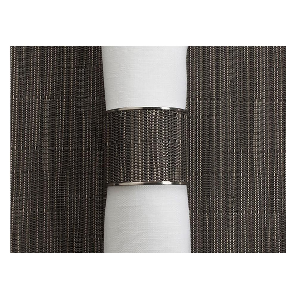 Кольцо для салфеток Grey Flannel (100323-012) CHILEWICH Stainless steel арт. 0801-BAMB-GRFLСервировка стола<br>Лучшим дополнения к подставкам Chilewich из винила, станут кольца для салфеток из нержавеющей стали, оформленные в традиционном для бренда стиле. Полоса виниловой ткани Basketweave на ободе символизирует единство серии, придавая законченность оформлению вашего стола.<br>На выбор предлагаются пары колец в различных цветовых решениях — солидные «Тёмный орех», изысканные «Эспрессо», нарочито простые «Гравий» и воздушные «Белые». Кольца для салфеток Chilewich — прекрасное и современное решение, при помощи которого вы без труда создадите за семейным столом атмосферу комфорта и уюта.<br><br>материал:нержавеющая стальпредметов в наборе (штук):1страна:США<br>