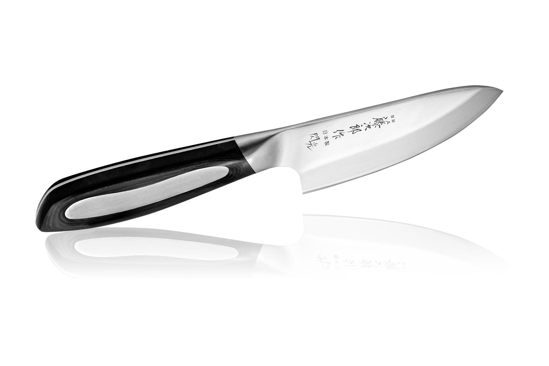 Нож кухонный стальной Деба (105мм) Tojiro Flash Damascus FF-DE105Tojiro Flash Damascus<br>Нож кухонный стальной Деба (105мм) Tojiro Flash Damascus FF-DE105<br><br><br>Премиум серия ножей Tojiro Flash Damascus изначально была выпущена эксклюзивно для экспорта за границу Японии.<br>Ножи серии Tojiro Flash Damascus отличает высокая эргономичность рукоятей и клинки, изготовленные с использованием технологии Damascus DP. Рукояти ножей серии Tojiro Flash Damascus изготовлены с использованием материала Micarta. Этот материал используется при изготовлении туристических и охотничьих ножей, ножей, которые должны выдерживать экстремальные нагрузки при эксплуатации в неблагоприятных условиях. Стальные накладки рукояти приварены к хвостовику и окружены Micarta. Технология производства таких рукоятей требует повышенных временных и трудозатрат.<br>Сталь придает рукоятям ножей серии Tojiro Flash Damascus должный вес, а Micarta обеспечивает неповторимый комфорт при работе этими ножами. Клинки ножей серии Tojiro Flash Damascus изготовлены из стали VG-10, разработанной специально для производства ножей. Режущий слой закален до 61HRC. Более мягкие обкладки из дамаска предохраняют клинки от поломки, позволяя закалить режущий слой на максимальную твердость. Дамаск придает клинкам ножей серии Tojiro Flash Damascus неповторимый колорит. Клинки заточены до невероятной остроты, финишная заточка производится на японских водных камнях зернистостью #10 000. Это обеспечивает клинкам ножей серии Tojiro Flash Damascus несравненный рез и долгое сохранение высокой остроты.<br>Официальный сертифицированный продавец TOJIRO<br>