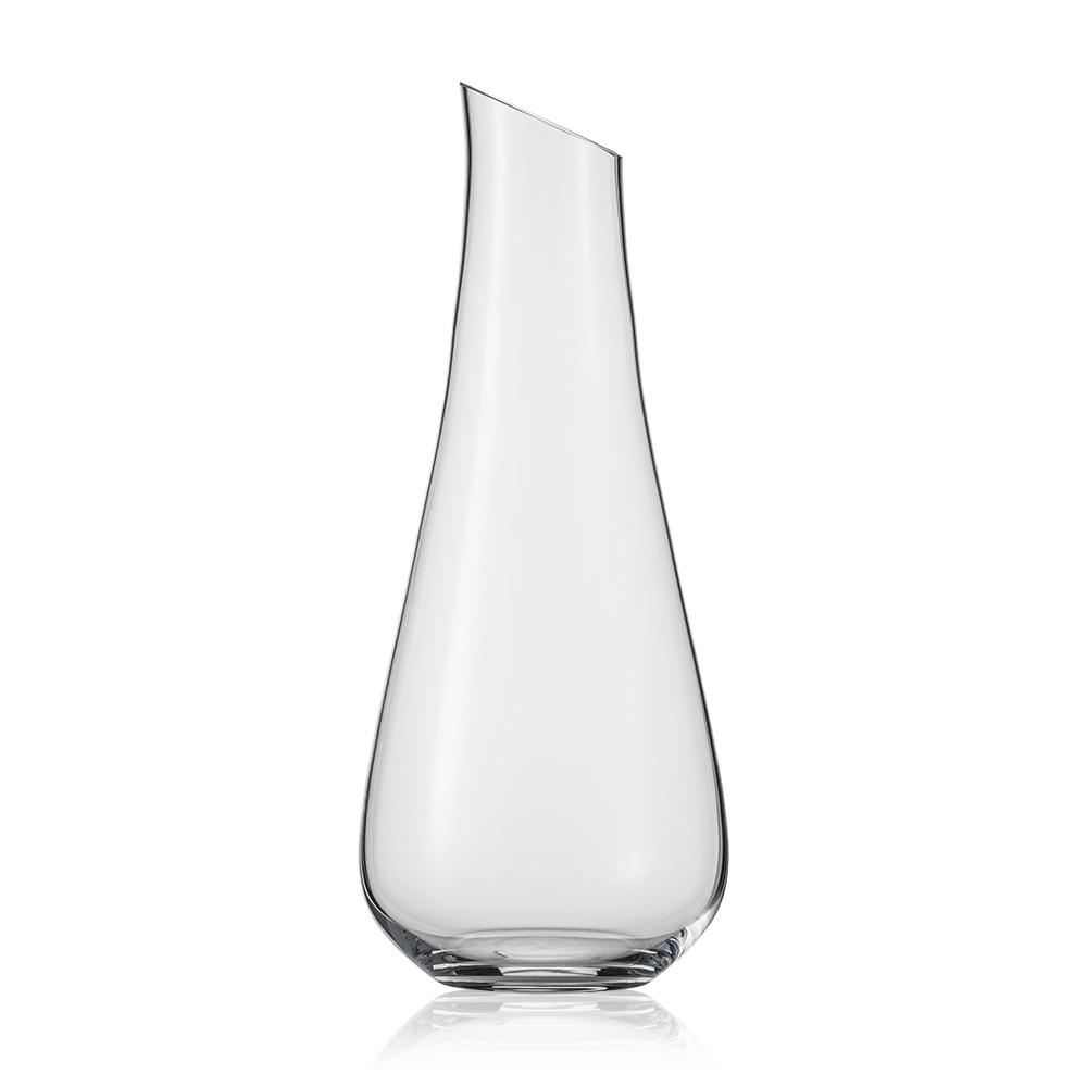 Декантер для белого вина 750 мл SCHOTT ZWIESEL Air арт. 119 613Посуда для сервировки<br>Декантер для белого вина 750 мл SCHOTT ZWIESEL Air арт. 119 613<br><br>вид упаковки: подарочнаявысота (см): 35.0диаметр (см): 14.5материал: хрустальное стеклоназначение: для белого винаобъем (мл): 750предметов в наборе (штук): 1страна: Германия<br>Для того чтобы вино полностью раскрыло свой вкус и аромат, ему необходимо насытиться воздухом. Об этом прекрасно известно дизайнерам немецкой компании Schott Zwiesel, создавшим эту изумительную коллекцию декантеров из хрустального стекла.<br>Гордость компании — хрустальное стекло, необыкновенно тонкий, легкий, но очень прочный материал, инертный к любым химическим и биологическим воздействиям. Неудивительно, что вино в таком сосуде полностью сохранит свой неповторимый букет и подарит минуты наслаждения настоящим ценителям благородных напитков.<br>