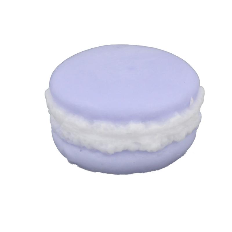 Мыло Макарон «Фиалка» (Мыло в форме кексов и сладостей)Мыло в форме кексов и сладостей<br>Мыло Макарон Фиалка Вес 30 г<br>Изготавливается вручную в ателье Autour Du Bain в Тулузе<br>