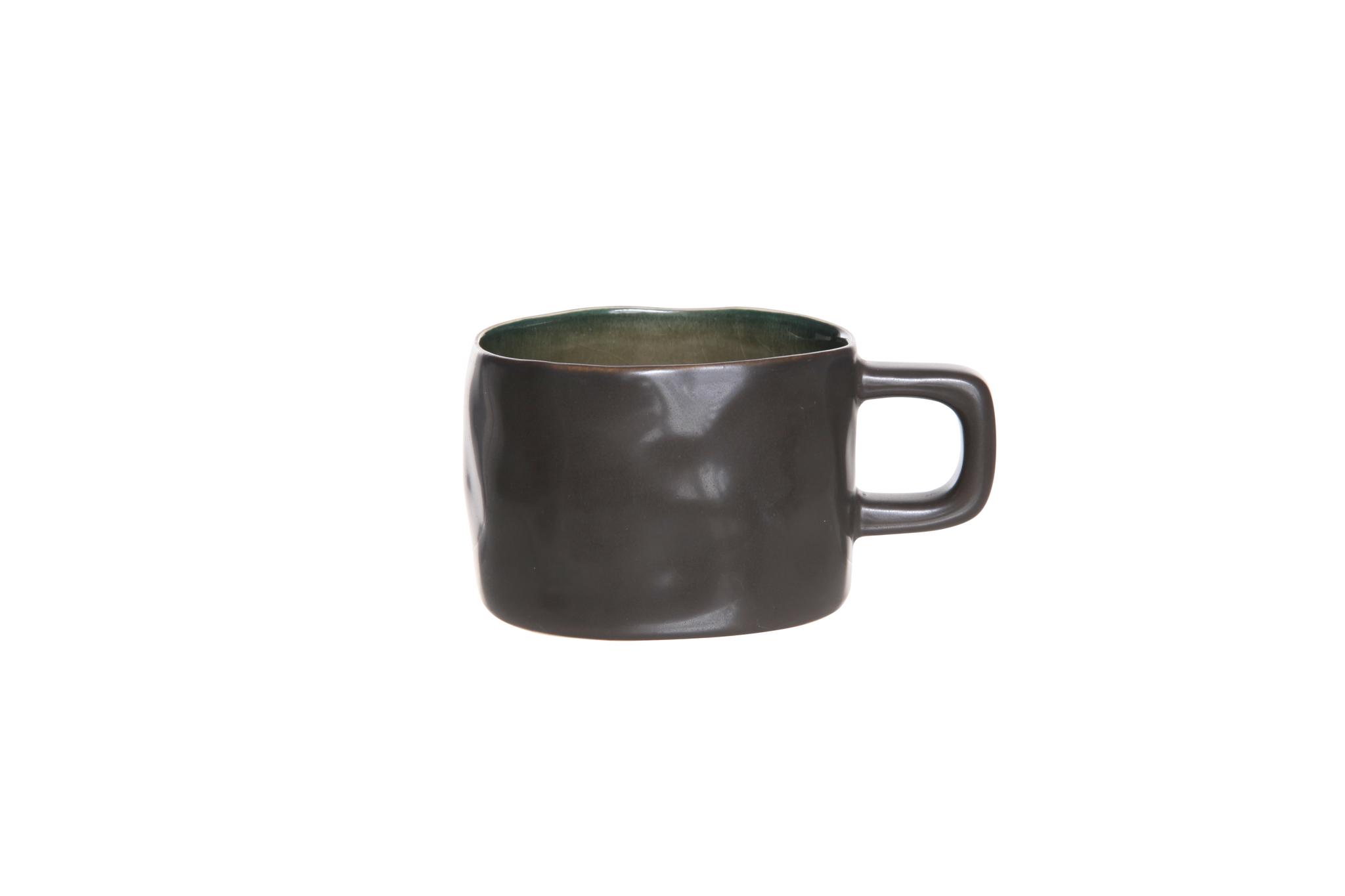 Чашка 8,5х6 см COSY&amp;TRENDY Laguna verde 9019035Кружки и чашки<br>Чашка 8,5х6 см COSY&amp;TRENDY Laguna verde 9019035<br><br>Эта коллекция из каменной керамики поражает удивительным цветом, текстурой и формой. Насыщенный темно-серый оттенок с волнистым рельефом погружают в прибрежную лагуну. Органические края для дополнительного дизайна. Коллекция Laguna Verde воссоздает исключительный внешний вид приготовленных блюд.<br>