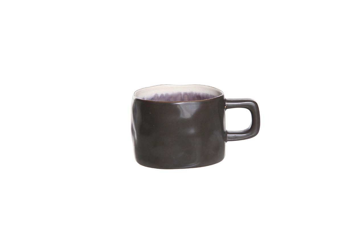 Чашка 8,5х6 см COSY&amp;TRENDY Laguna viola 146647Кружки и чашки<br>Чашка 8,5х6 см COSY&amp;TRENDY Laguna viola 146647<br><br>Эта коллекция из каменной керамики поражает удивительным цветом, текстурой и формой. Насыщенный темно-фиолетовый оттенок с волнистым рельефом погружают в прибрежную лагуну. Органические края для дополнительного дизайна. Коллекция Laguna Viola воссоздает исключительный внешний вид приготовленных блюд.<br>