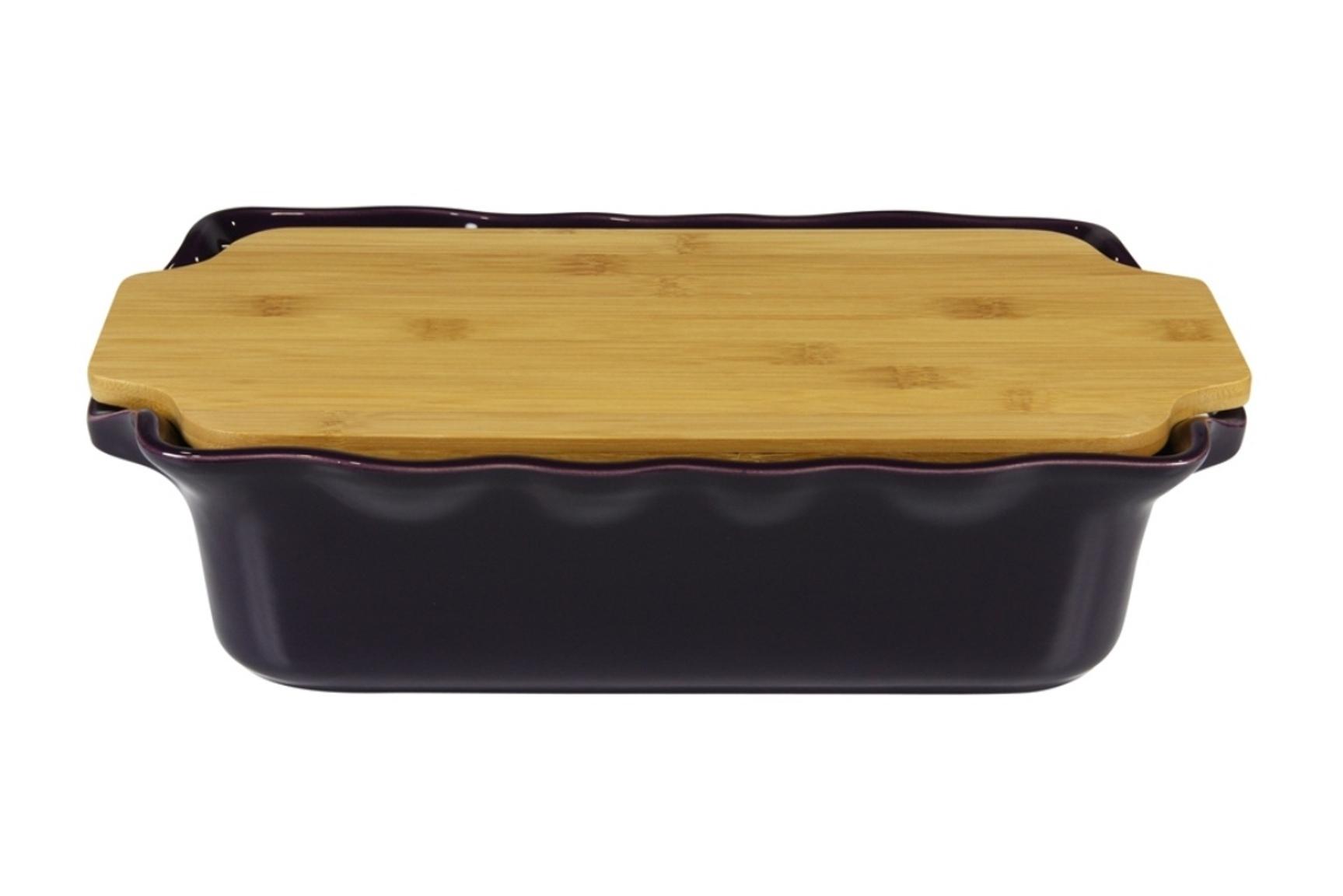 Форма с доcкой прямоугольная 37 см Appolia Cook&amp;Stock EGGPLANT 131037009Формы для запекания (выпечки)<br>Форма с доcкой прямоугольная 37 см Appolia Cook&amp;Stock EGGPLANT 131037009<br><br>В оригинальной коллекции Cook&amp;Stoock присутствуют мягкие цвета трех оттенков. Закругленные углы облегчают чистку. Легко использовать. Компактное хранение. В комплекте натуральные крышки из бамбука, которые можно использовать в качестве подставки, крышки и разделочной доски. Прочная жароустойчивая керамика экологична и изготавливается из высококачественной глины. Прочная глазурь устойчива к растрескиванию и сколам, не содержит свинца и кадмия. Глина обеспечивает медленный и равномерный нагрев, деликатное приготовление с сохранением всех питательных веществ и витаминов, а та же долго сохраняет тепло, что удобно при сервировке горячих блюд.<br>