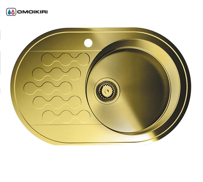 Кухонная мойка из нержавеющей стали OMOIKIRI Kasumigaura 77-1-AB-R (4993071)Кухонные мойки круглые<br>Кухонная мойка из нержавеющей стали OMOIKIRI Kasumigaura 77-1-AB-R (4993071)<br><br>Японская высококачественная хромоникелевая нержавеющая сталь.<br>Оригинальное дизайнерское решение крыла мойки.<br>Матовая полировка, устойчивая к появлению царапин.<br>Упаковка обеспечивает максимально безопасную транспортировку.<br>Мойка упакована в пластиковый пакет, уголки из пенопласта, картонный рукав.<br>В комплект включены крепления, выпуск.<br>Корпус мойки обработан специальным противошумным составом.<br><br>Комплектация:<br><br>донный клапан;<br>крепления;<br>уплотнительная прокладка.<br><br><br><br><br><br><br>Нержавеющая сталь OMOIKIRI<br>Вся нержавеющая сталь OMOIKIRI соответствует маркировке 18/8. Это аустенитная сталь содержит 18% хрома и 8% никеля, что обеспечивает ее максимальную защиту от коррозии.<br>Нержавеющая сталь OMOIKIRI подвергается уникальной обработке холодом «GOKIN»©, повышающей ее твердость и износостойкость.<br><br><br><br><br><br>PVD- и ORB-покрытия<br>Компания OMOIKIRI активно использует новейшие виды износостойких покрытий — PVD и ORB. Технология PVD заключается в напылении конденсации из паровой (газовой) фазы на исходный материал, что придает продукции твёрдость, стойкость и антиаллергические свойства. ORB-покрытие наделяет смеситель оттенком промасленной бронзы.<br><br><br><br><br><br>Кухонные мойки из нержавеющей стали OMOIKIRI при производстве проходят три этапа контроля качества:<br><br>контроль состава нержавеющей стали на соответствие стандартам содержания цветных металлов и указанной маркировке;<br>проверка качества металлических заготовок перед производством;<br>контроль качества изделий на всех этапах производства.<br><br><br><br><br><br>Руководство по монтажу<br><br><br><br>Официальный сертифицированный продавец OMOIKIRI™<br>