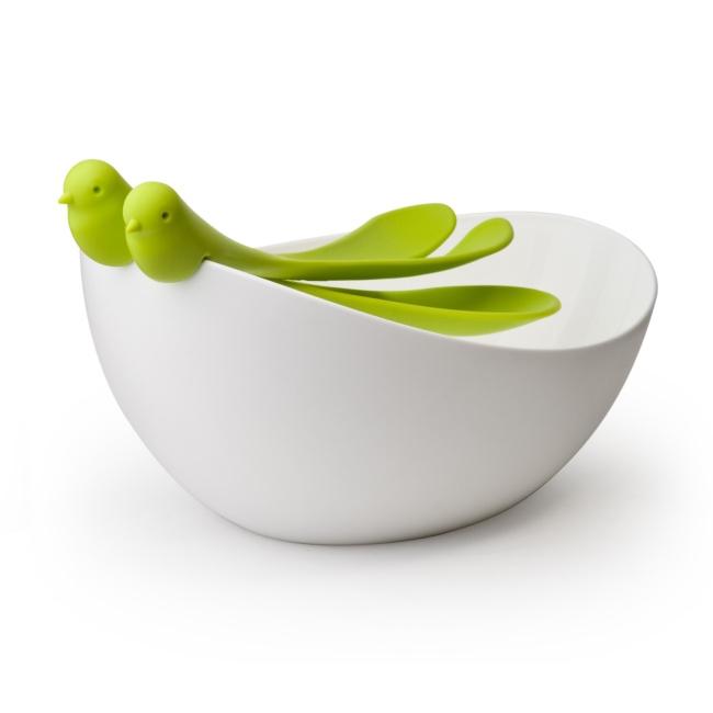 Салатница с ложками sparrow зеленая QL10098-GNСалатницы<br>Необыкновенно красивая салатная миска с сервировочными ложками приближает нас к природе, в ней так и хочется приготовить аппетитный, полезный, свежий салат! Миску уже оценили любители салатов из многих стран, а также она попала в десятку самых стильных, дизайнерских сервировочных мисок по мнению журнала 1 Design per day.<br>