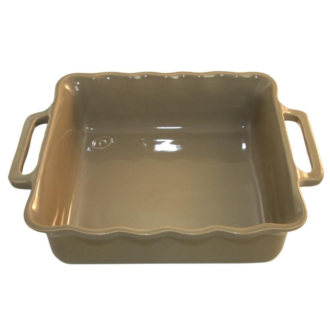 Форма квадратная 34,5 см Appolia Delices SAND 140034519Формы для запекания (выпечки)<br>Форма квадратная 34,5 см Appolia Delices SAND 140034519<br><br>Благодаря большому разнообразию изящных форм и широкой цветовой гамме, коллекция DELICES предлагает всевозможные варианты приготовления блюд для себя и гостей. Выбирайте цвета в соответствии с вашими желаниями и вашей кухне. Закругленные углы облегчают чистку. Легко использовать. Большие удобные ручки. Прочная жароустойчивая керамика экологична и изготавливается из высококачественной глины. Прочная глазурь устойчива к растрескиванию и сколам, не содержит свинца и кадмия. Глина обеспечивает медленный и равномерный нагрев, деликатное приготовление с сохранением всех питательных веществ и витаминов, а та же долго сохраняет тепло, что удобно при сервировке горячих блюд.<br>