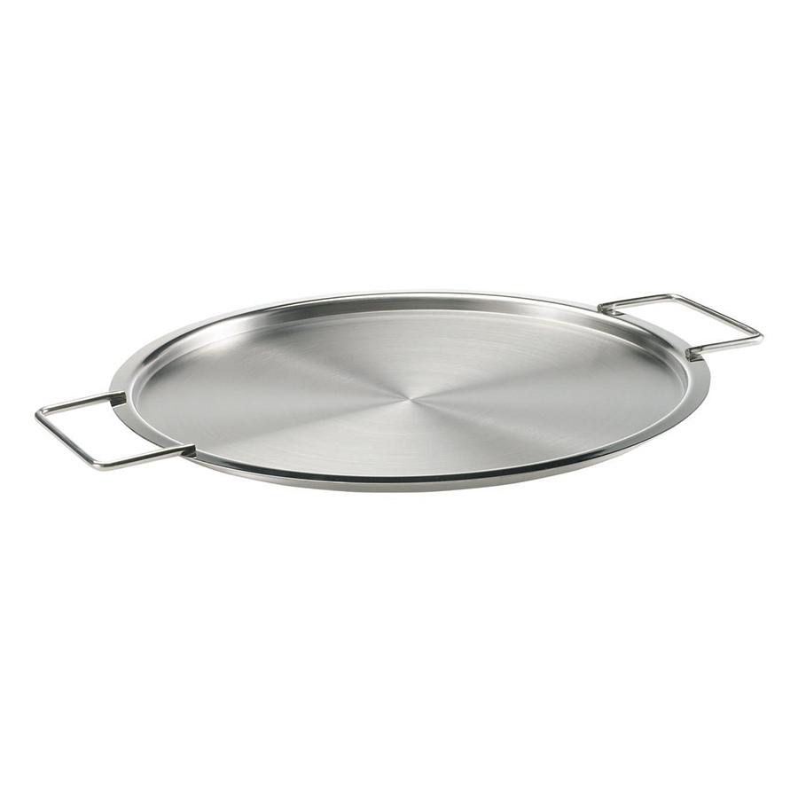 Крышка стальная 28 см Eva Solo 206028Крышки<br>Крышка стальная 28 см Eva Solo 206028<br><br>Известная серия посуды для готовки Eva Solo была разработана датскими дизайнерами для тех, кто на кухне не просто готовит, а делает это с удовольствием, подходит к процессу творчески и стремится иметь под рукой удобную и надёжную посуду. Уже 35 лет посуда Eva Solo является классикой на датском рынке. Удобная и красивая крышка необычной формы. Удобные боковые ручки не дают обжечься, а плоская форма позволяет разгоревать что-то прямо на крышке. Можно мыть в посудомоечной машине.<br>