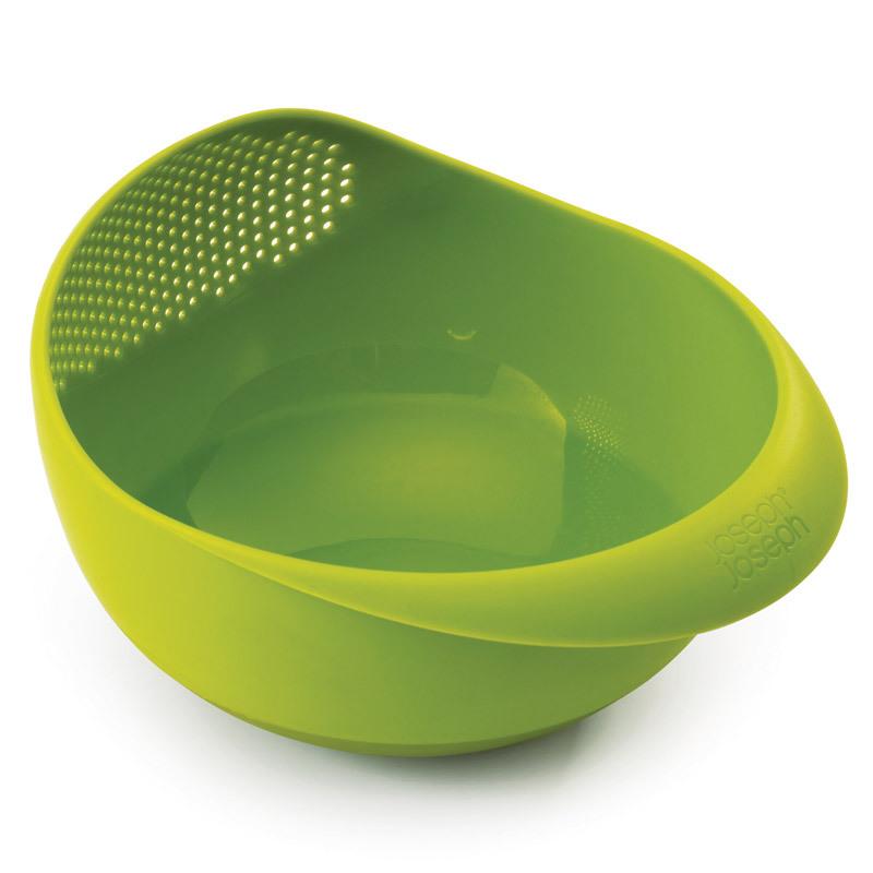Миска и дуршлаг 2-в-1 Joseph Joseph prep&amp;serve™ большая зеленая 40063Кухонные принадлежности Joseph Joseph (Великобритания)<br>Миска и дуршлаг 2-в-1 Joseph Joseph prep&amp;serve™ большая зеленая 40063<br><br>Просто и стильно: миска сочетается с дуршлагом, выполняя сразу несколько функций. Вам не нужно иметь под рукой множество ёмкостей: будь то салат, крупы или макароны - просто залейте их водой, а затем промойте и подайте сразу же в этой удобной миске. Просто немного наклоните её, чтобы вода оказалась в раковине. Из миски можно сразу добавлять продукты в кастрюлю, тут же соединять ингредиенты для салата и заправлять блюда соусами. Можно мыть в посудомоечной машине.<br><br>Официальный продавец<br>